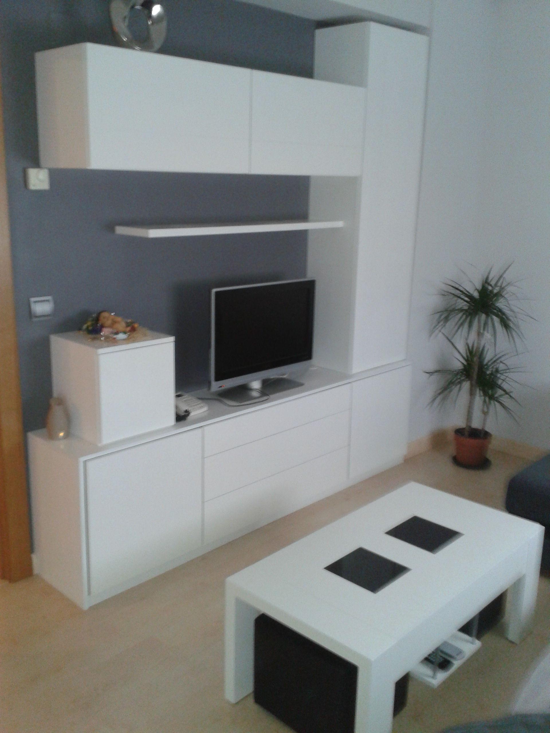 Salon con armarios blancos carpinter a en pamplona de for Armario salon