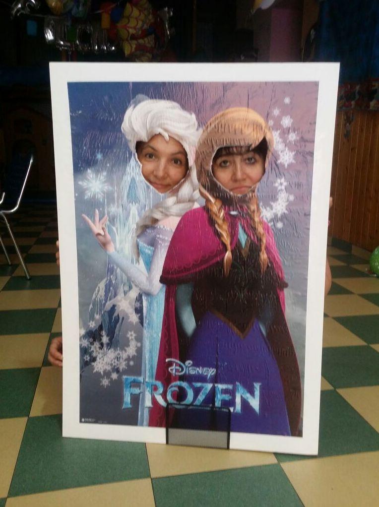Hazte tu foto con el fabuloso cartel de Frozen. ¿A qué esperas a ponerle cara a tu princesa?