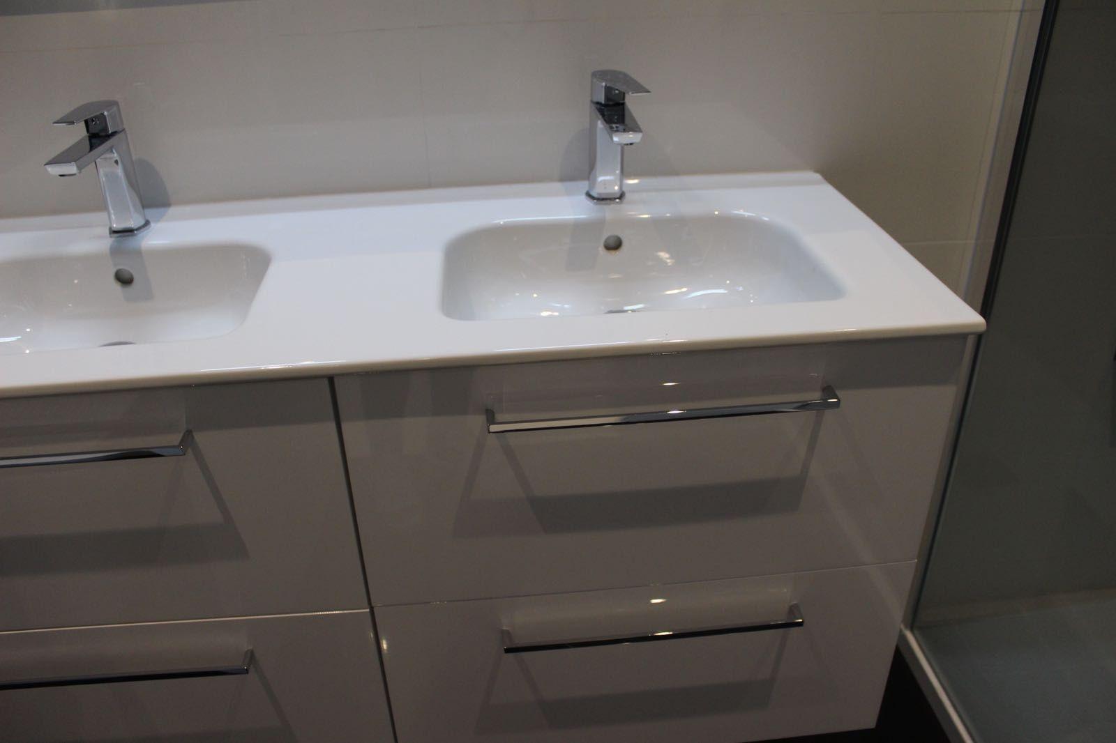 Colocación de muebles de baño de diseño