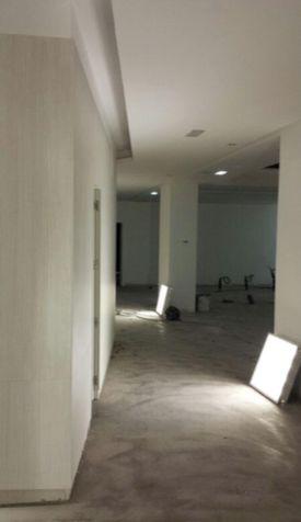 """Transformación peluquería de 800 m2 """"Lorena Morlote"""" en C/ Velazquez: Reformas y proyectos de obra de Obras y Promociones De Sande, S.L."""