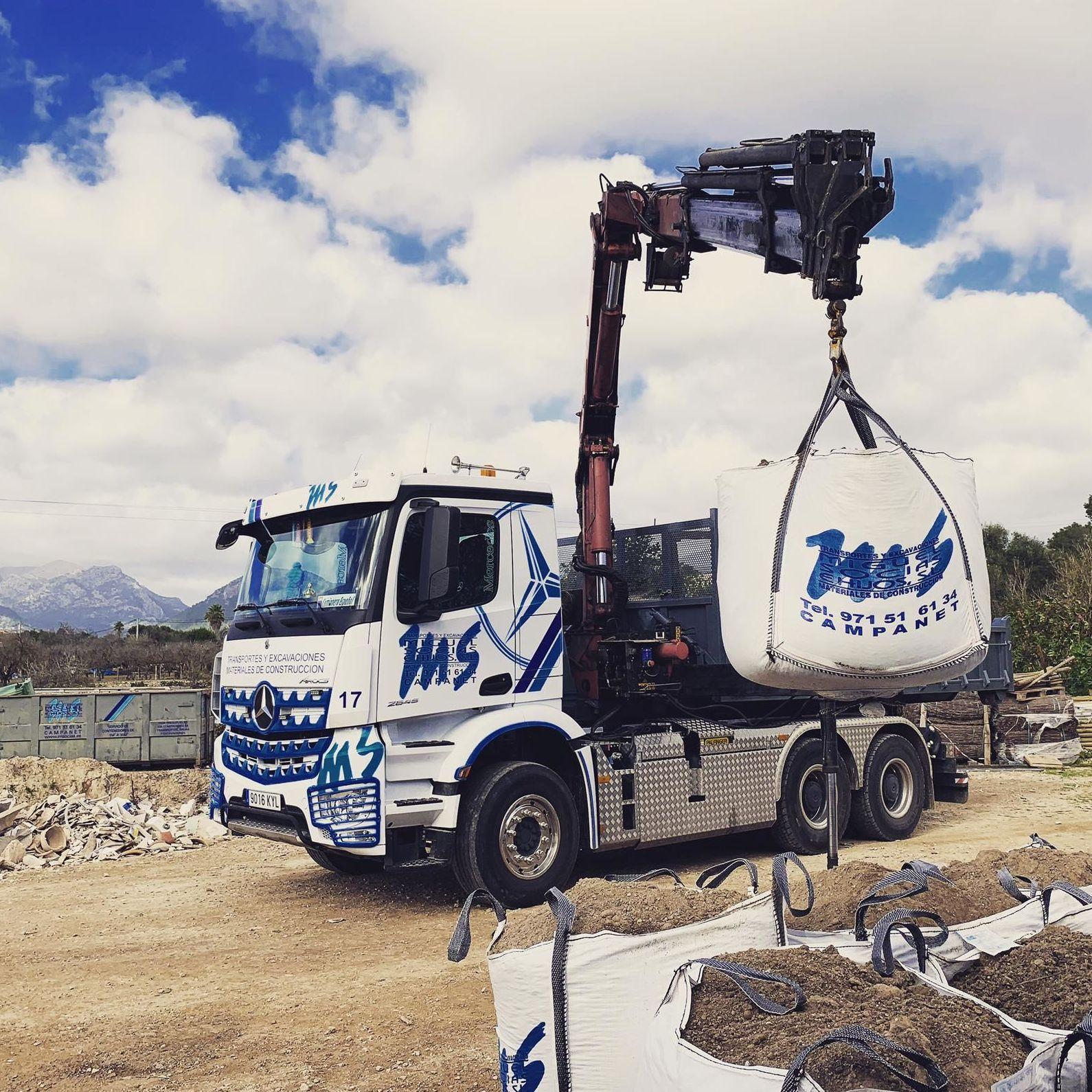 Foto 1 de Transporte y materiales de construcción en Campanet   Transportes Miguel Socias e Hijos
