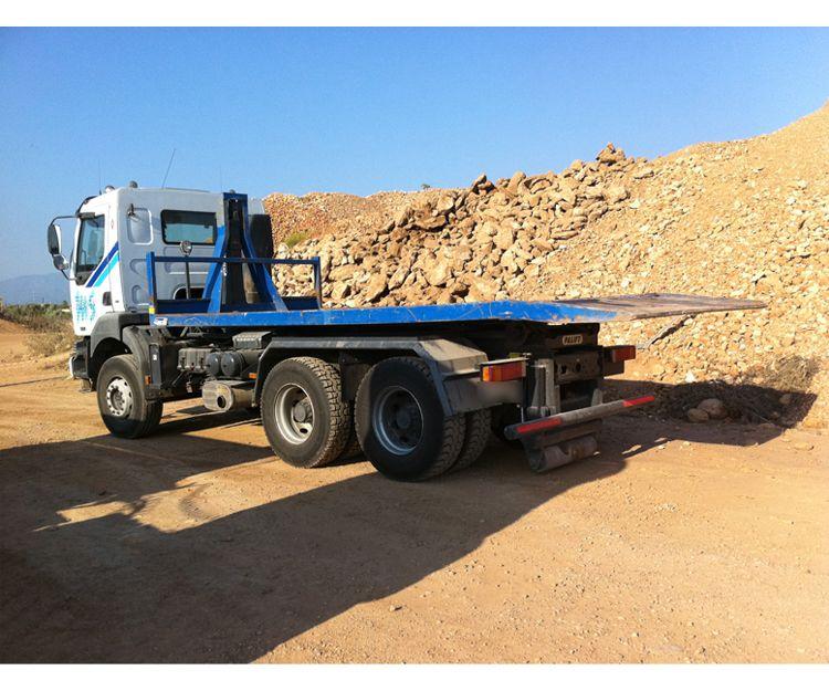Transporte con camión con cubetas