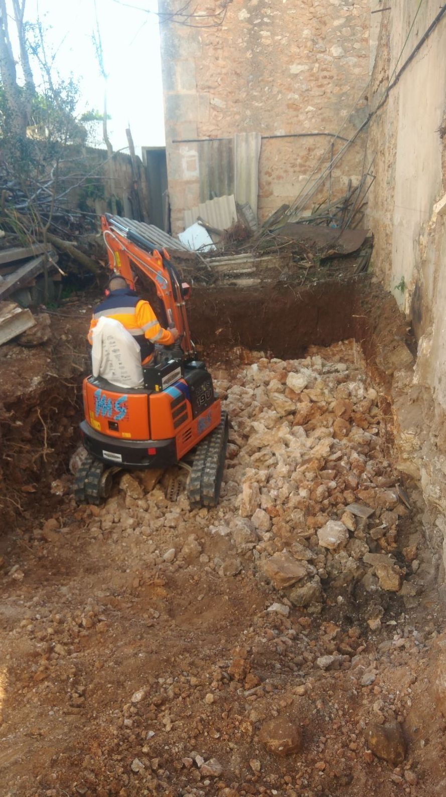 Foto 8 de Transporte y materiales de construcción en Campanet   Transportes Miguel Socias e Hijos