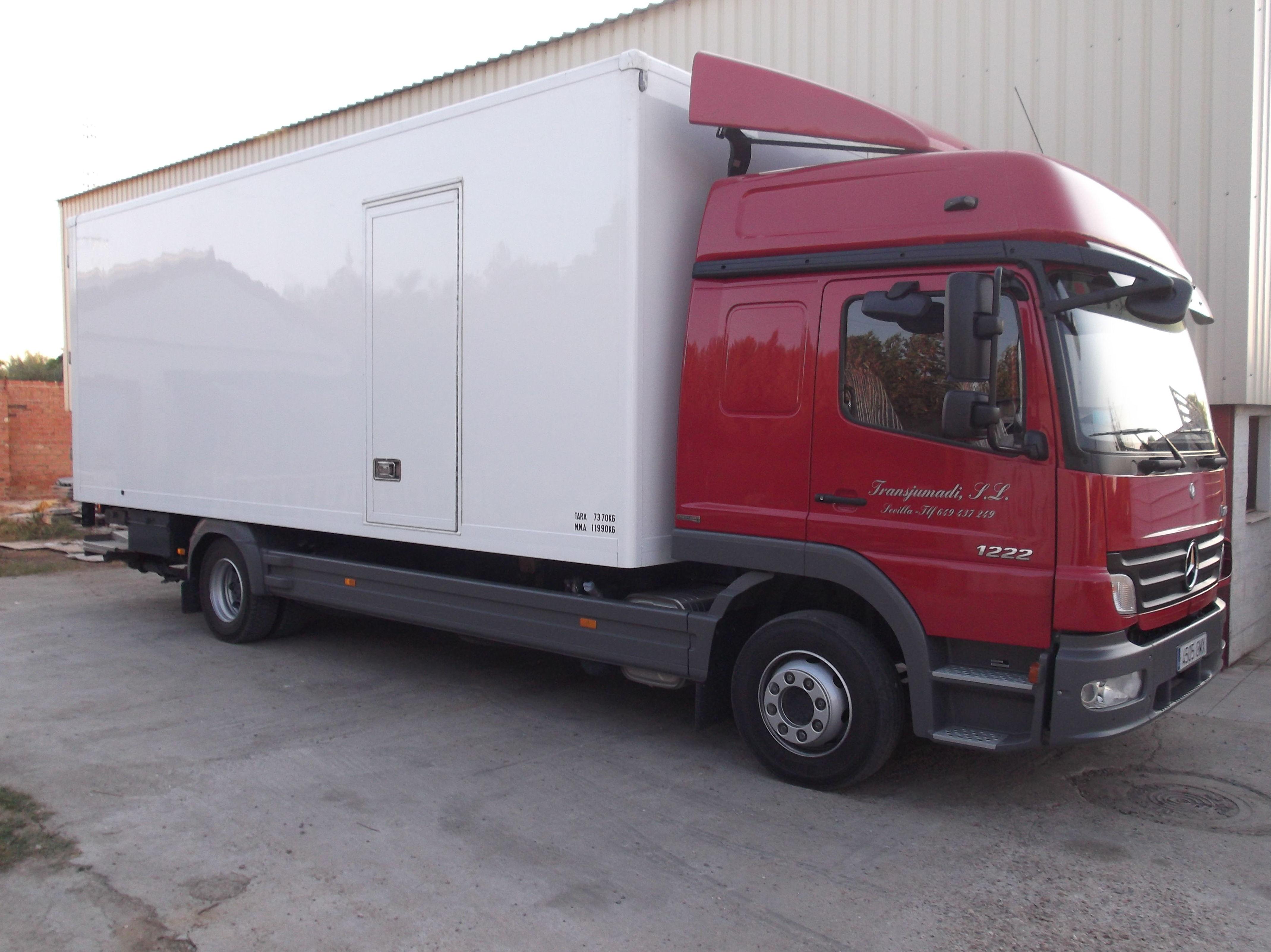 Camiones con distinta capacidad para el transporte