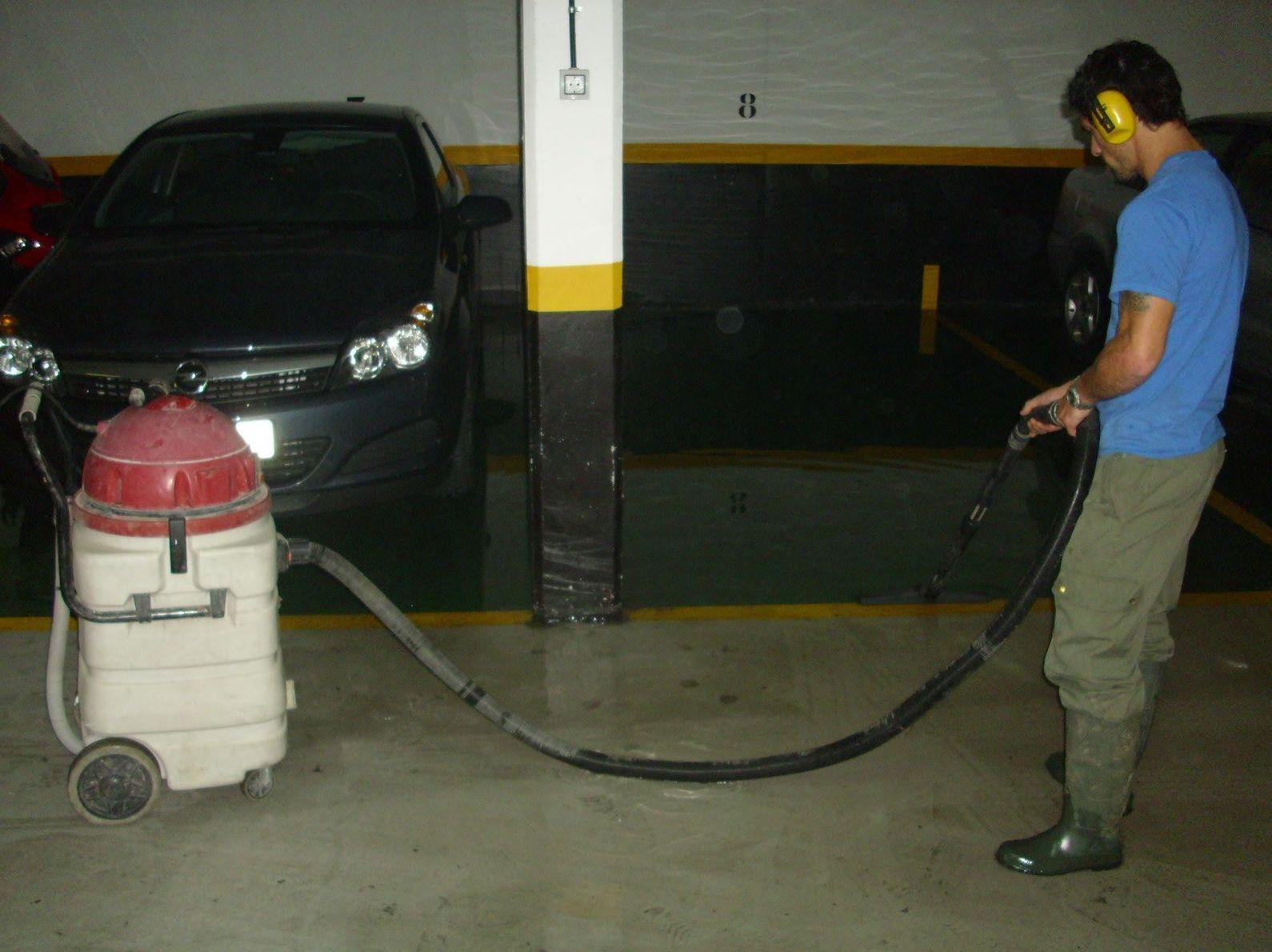 Limpieza con máquina de garaje
