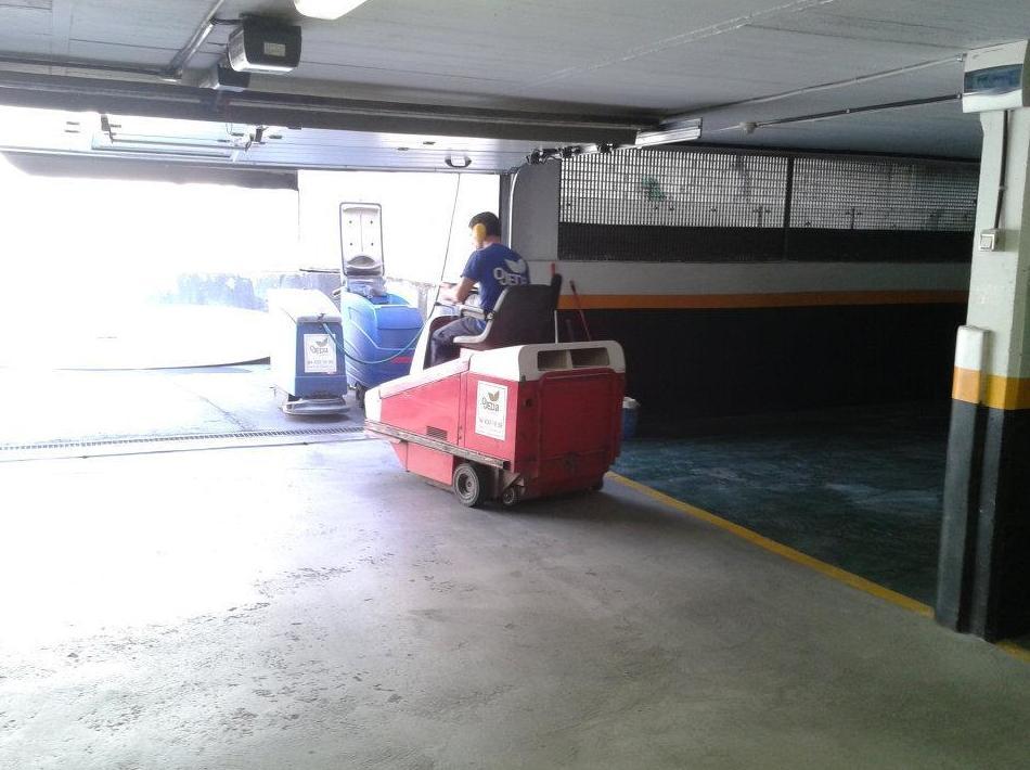 Limpieza de garajes con máquina