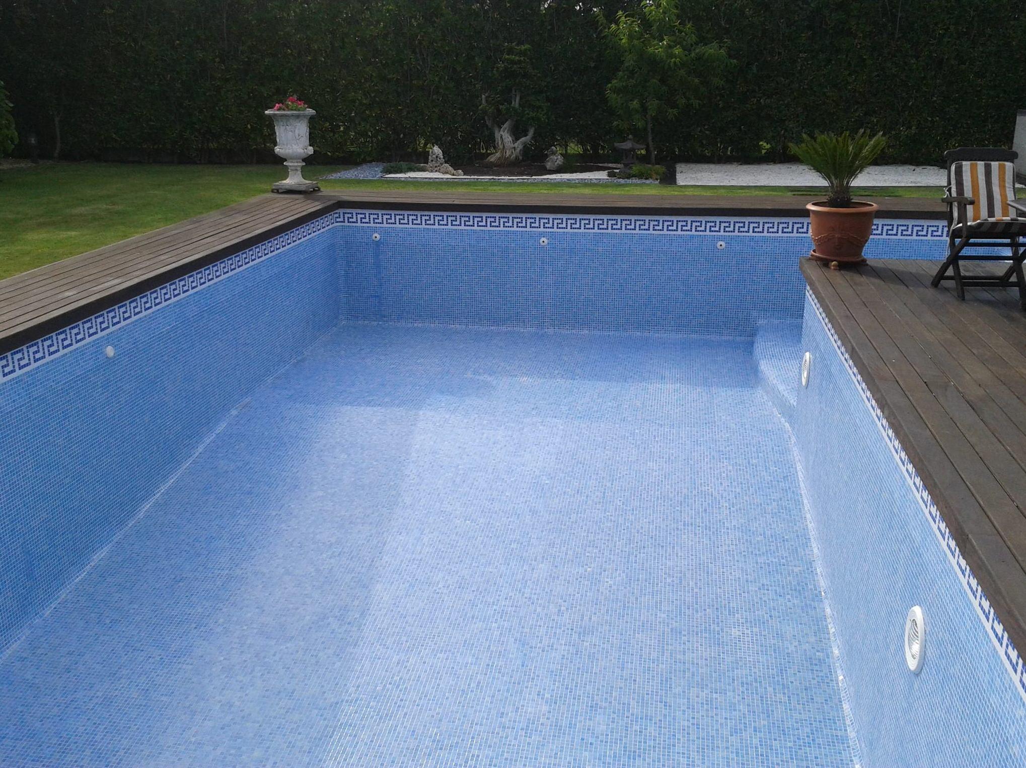 Trabajo de limpieza de piscina