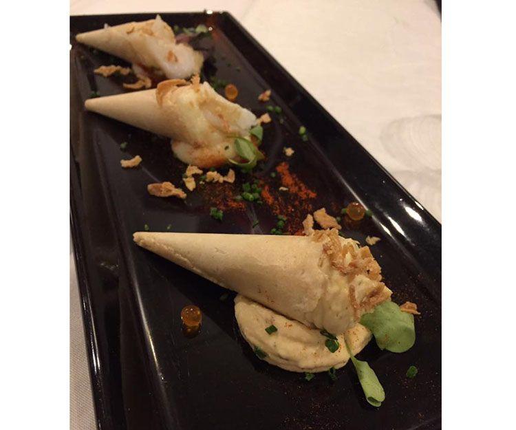 Conos de humus y bacalao