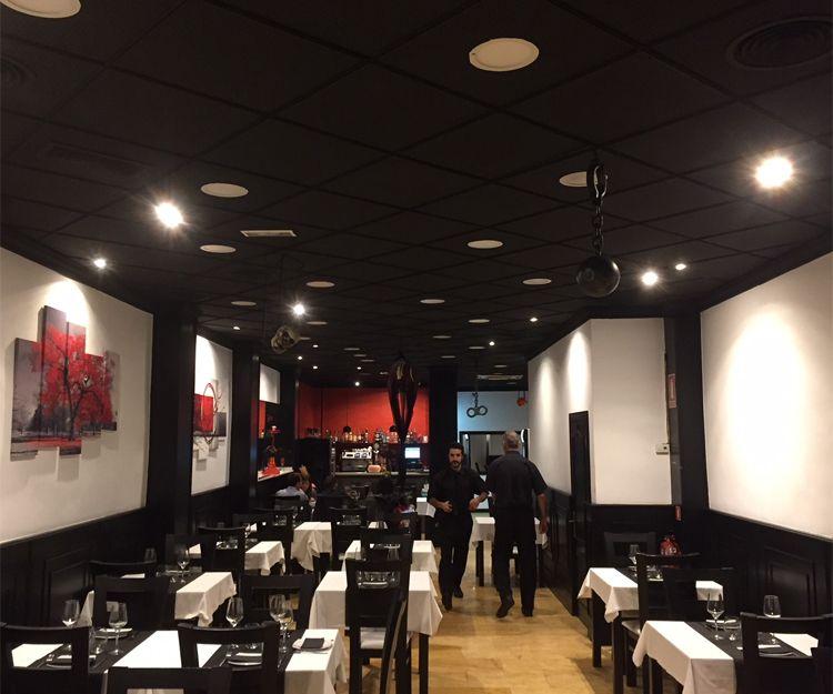 Restaurante con comida asiática