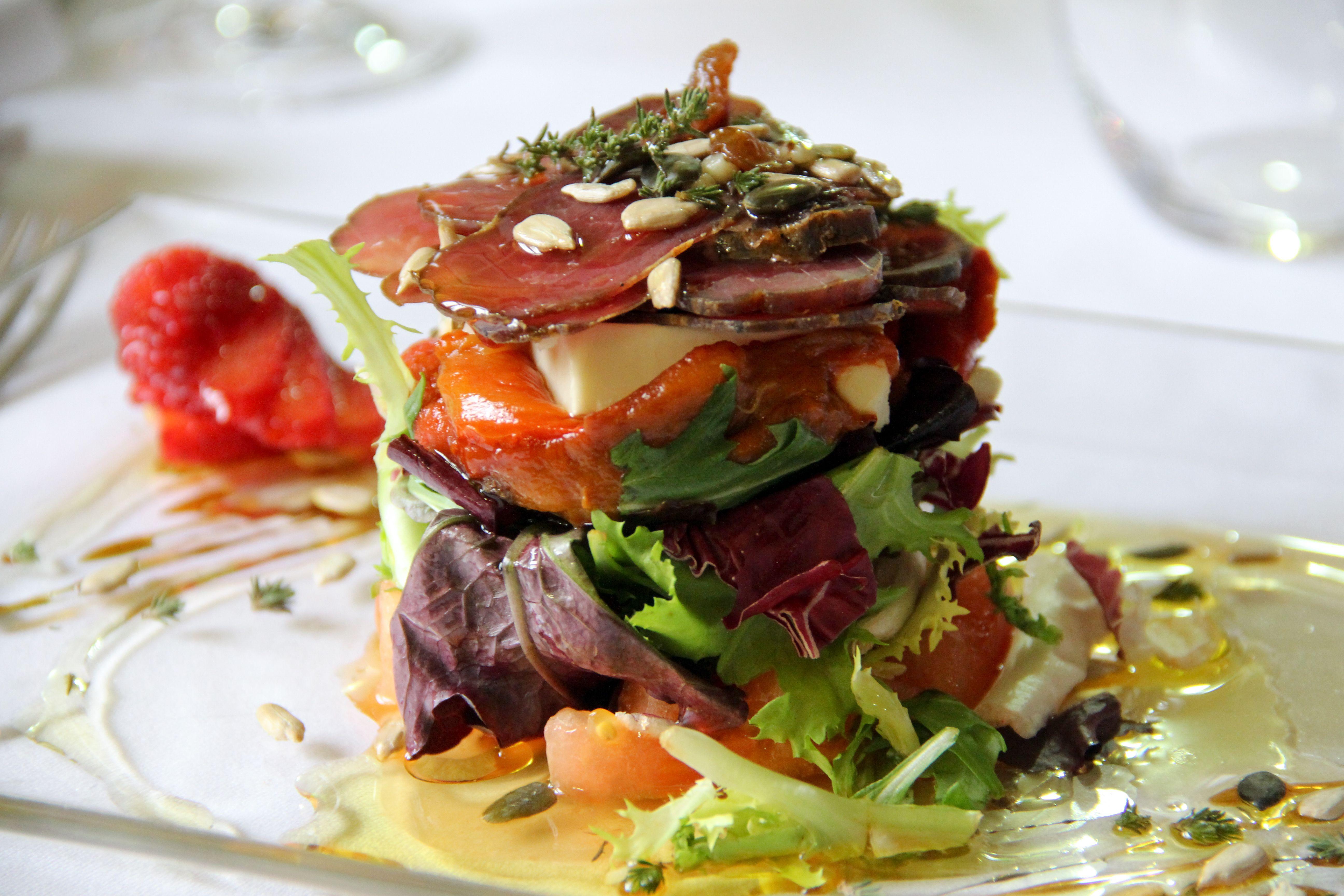 Si aún no has probado nuestra cocina, te invitamos a que vengas a degustar nuestros variados platos