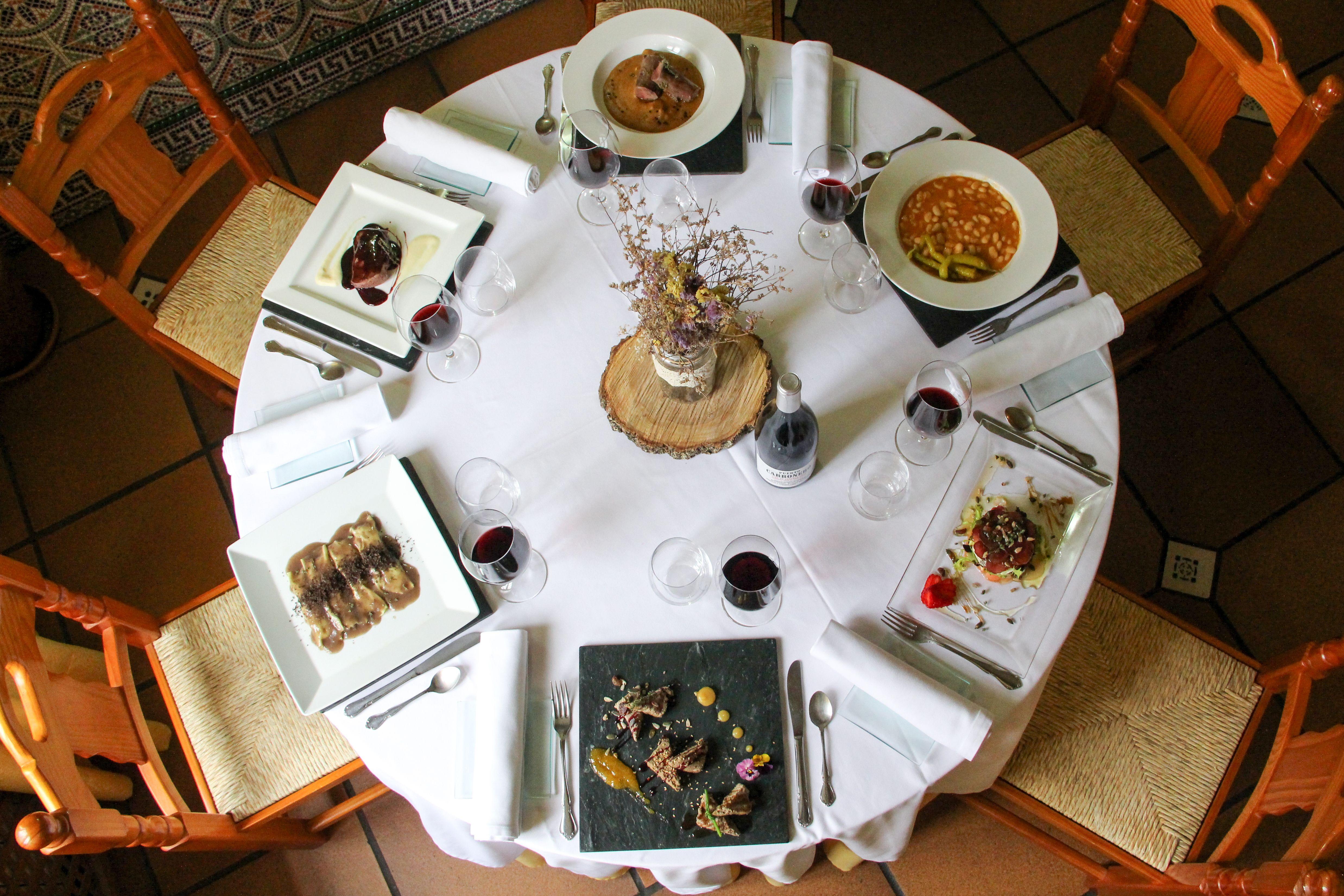Nuestra cocina se distingue por la utilización de los productos autóctonos de la comarca