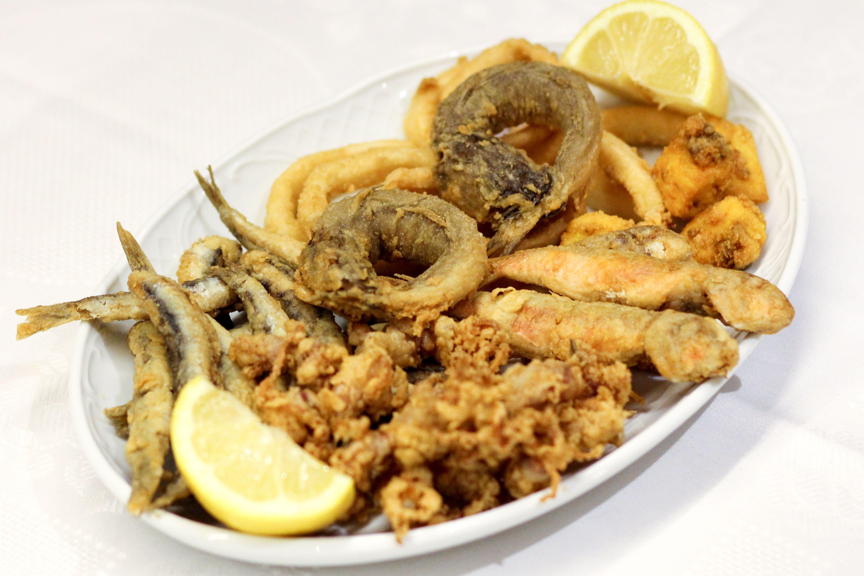 En nuestra carta de raciones no puede faltar el pescaíto frito