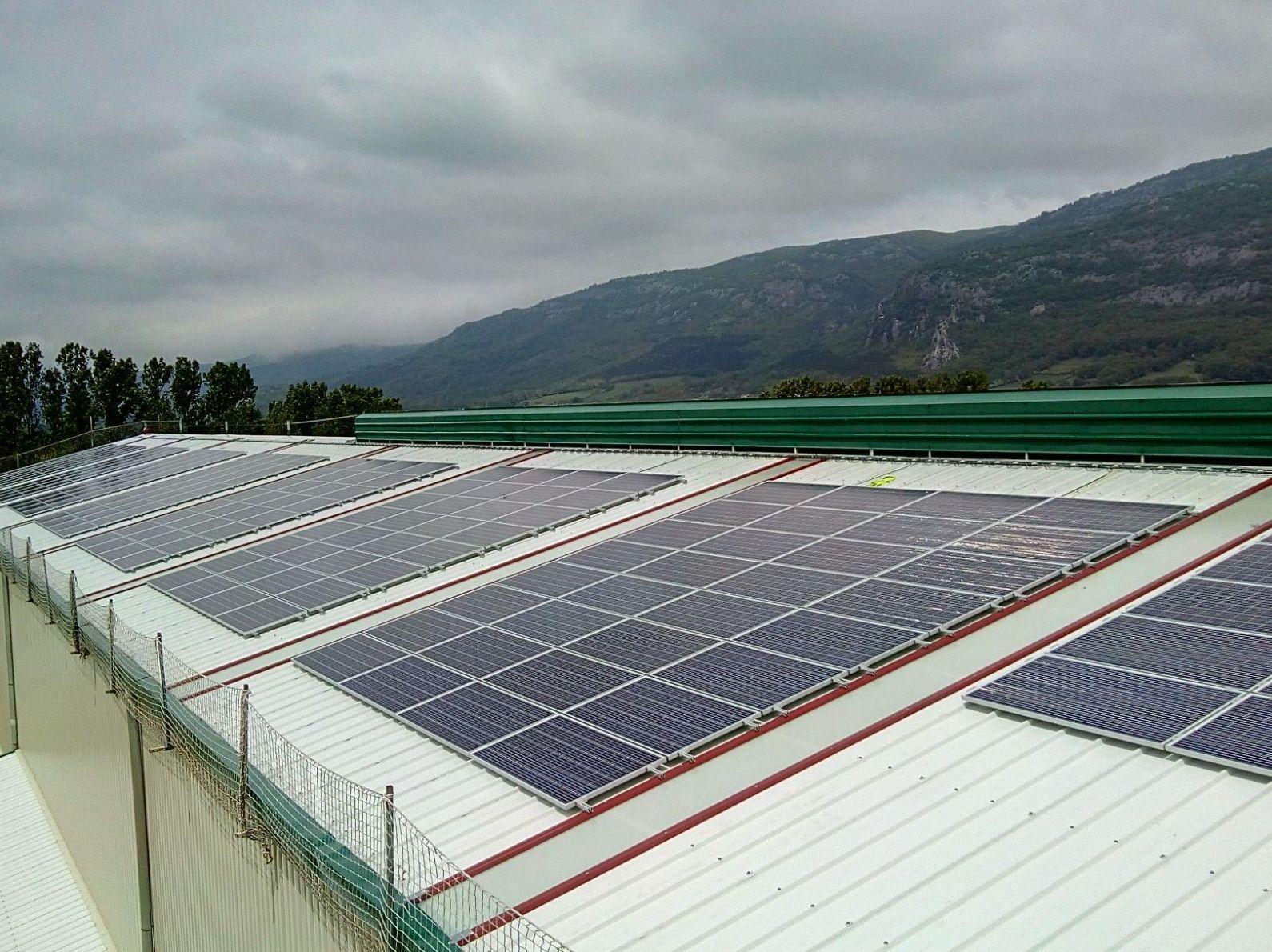 Energía renovable, instalación de placas solares fotovoltaica en Industria Uhalrod Navarra