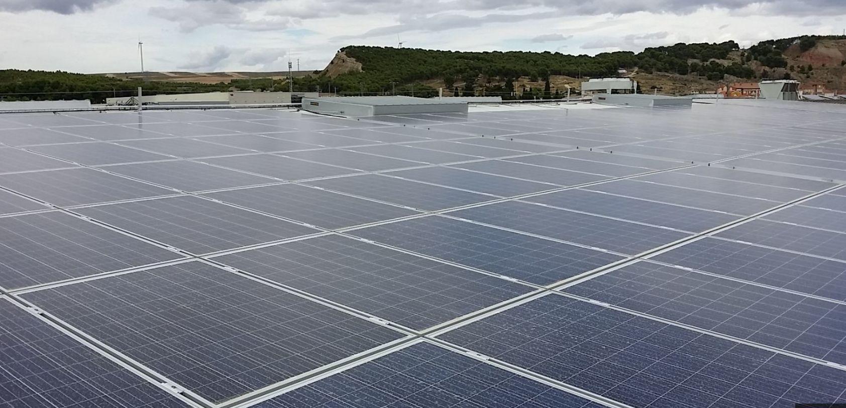 Energías renovables, instalación fotovoltaica para autoconsumo en almacén de fruta Gumiel y Mendia Navarra