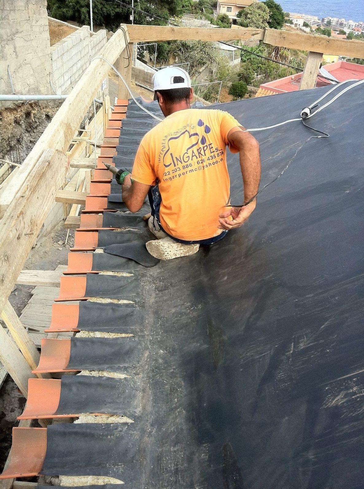 Impermeabilización con remate a tejas laminas de PVC