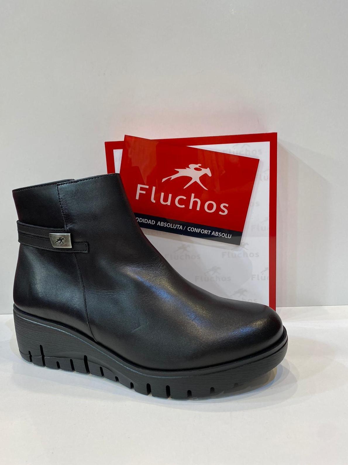 Botí de dona, de la marca Fluchos, ample especial, amb plantilla de viscoelàstica, adaptable a plantilles ortopèdiques, sola de politilè amb càmera d'aire 99.90€