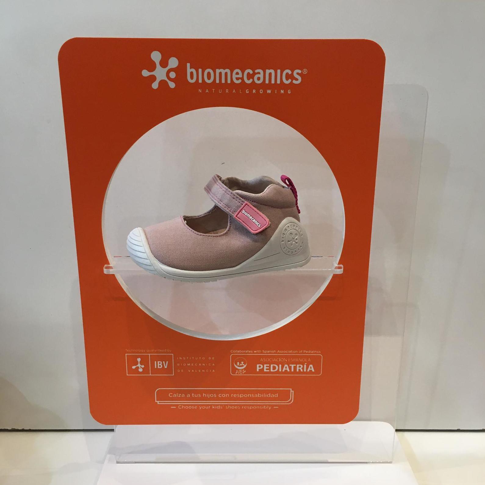 Merceditas de mainada de la marca Biomecanics, gamma biogateo, de roba, contrafort ideal per a no regirar-se els turmells, sola ideal per a caminar i gatejar 34.90€