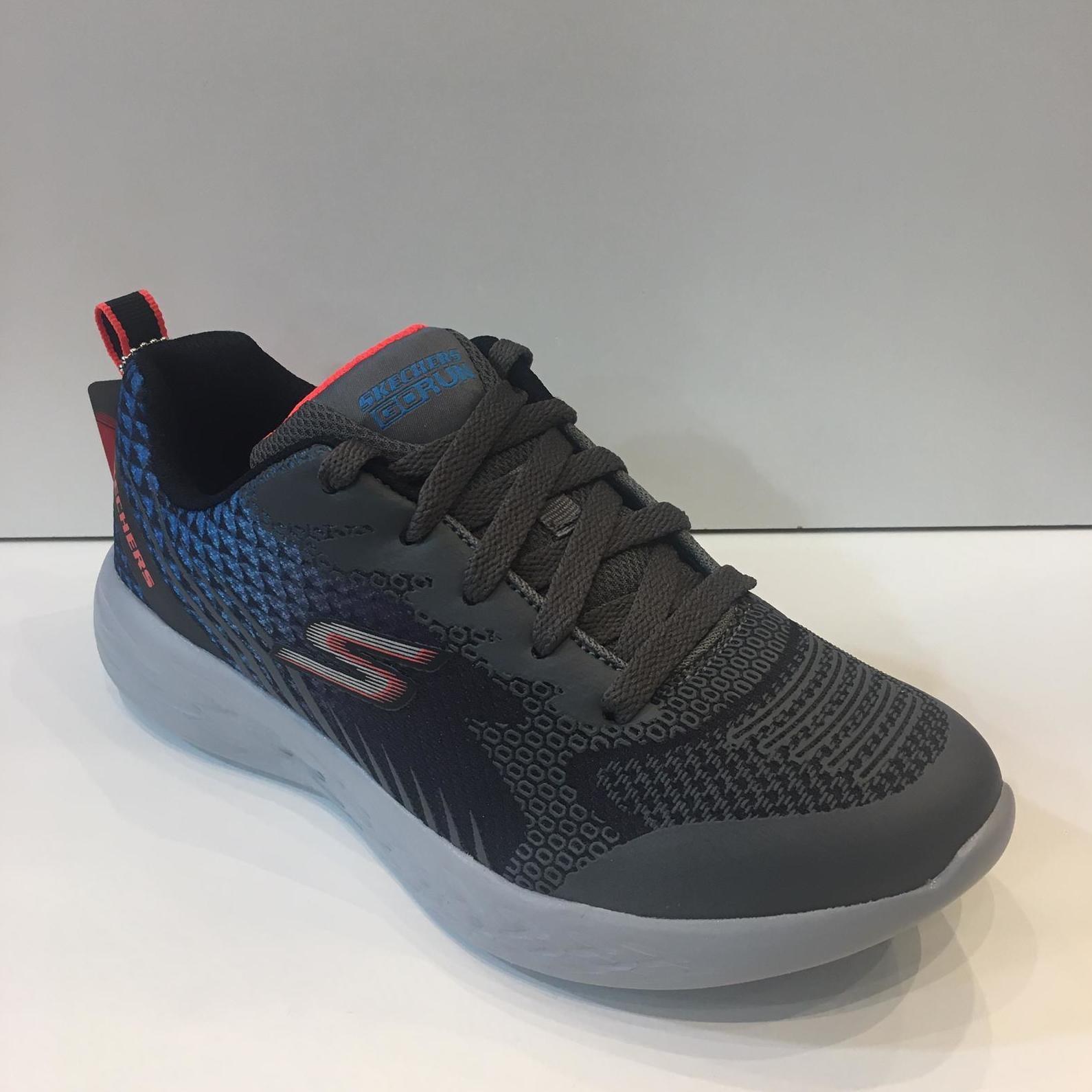 Sabata esportiva de nen, de la marca Skechers Go Run, amb sola de resalite 39.95€