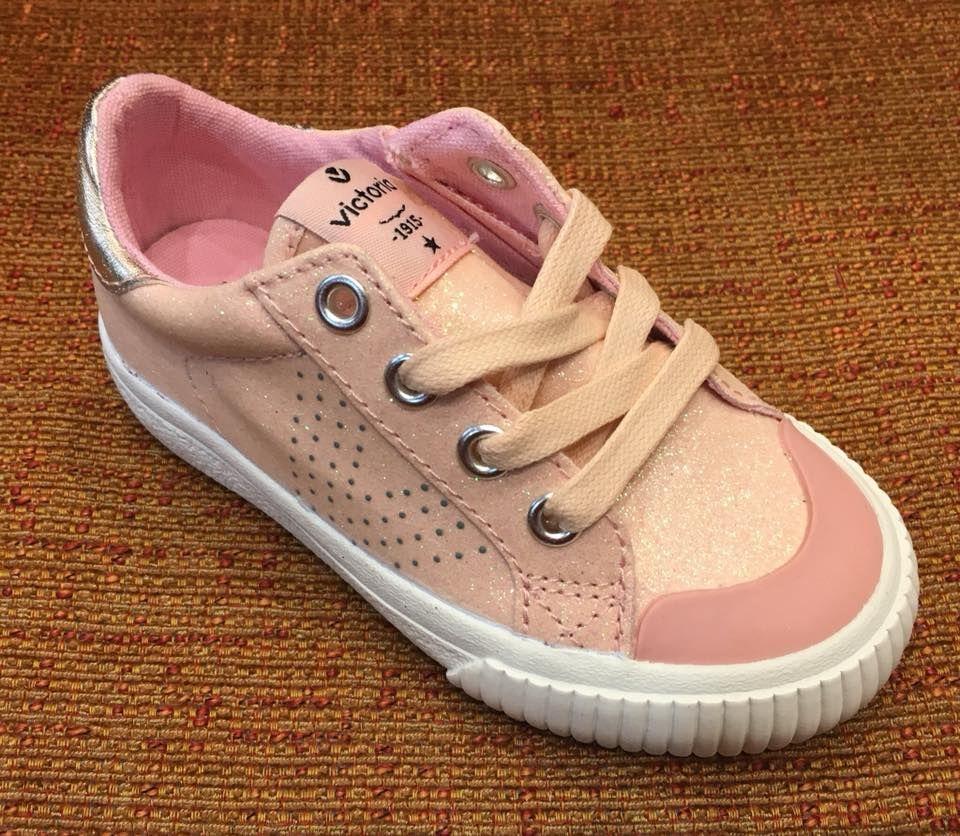 Zapato deportivo de la marca Victoria: Servicios de Calçats Llinàs