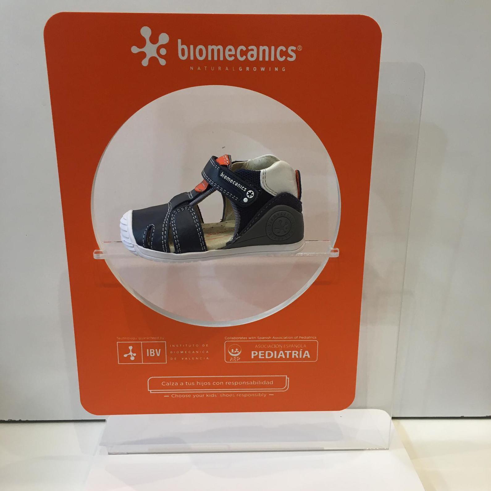 Sandàlia de mainada de la marca Biomecanics, gamma biogateo, de pell, contrafort ideal per a no regirar-se els turmells, sola ideal per a caminar i gatejar 47.90€