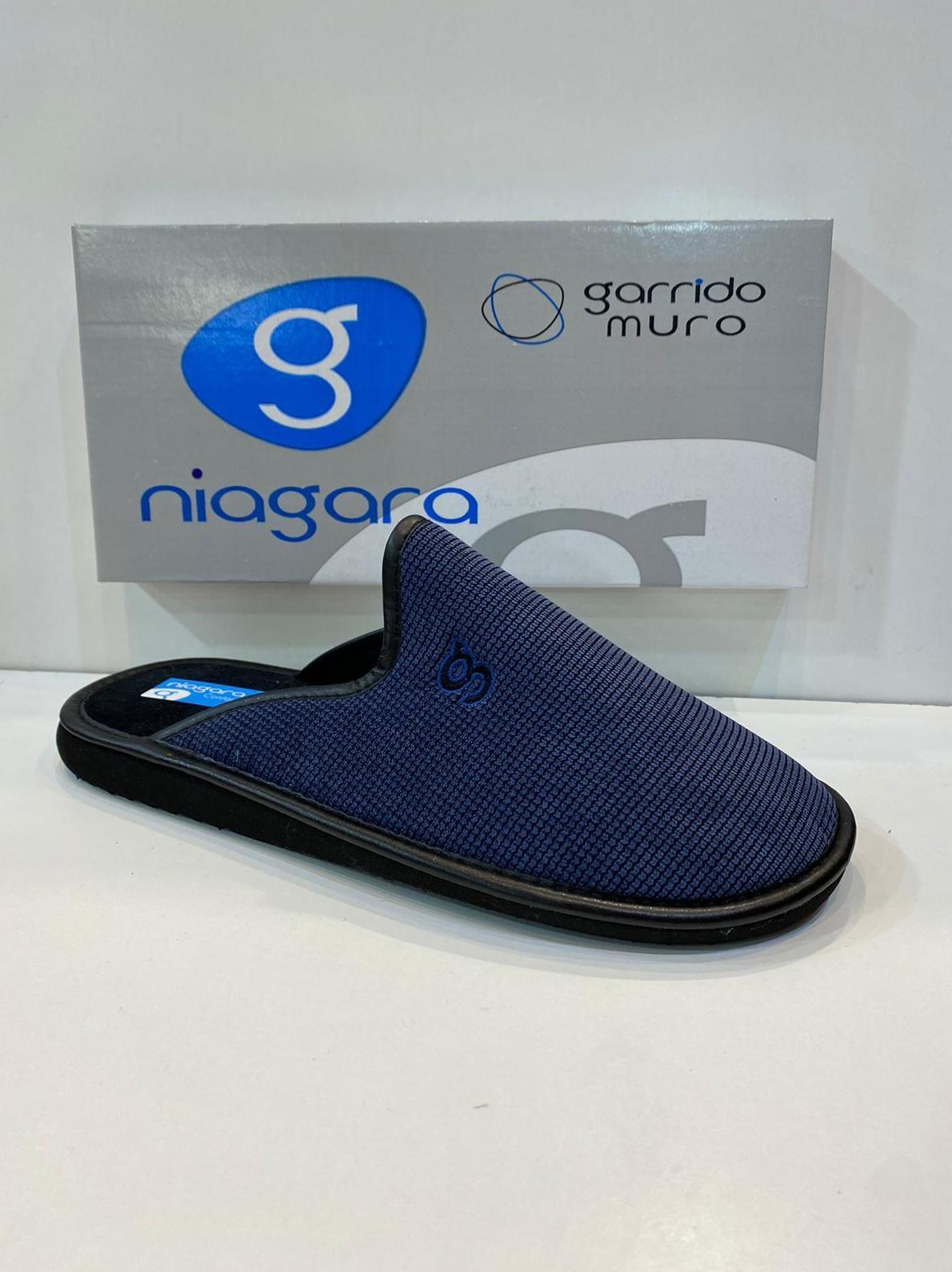 Espardenya d'home,de la marca Niagara, destapada, sola de microporos especial parquet 20€