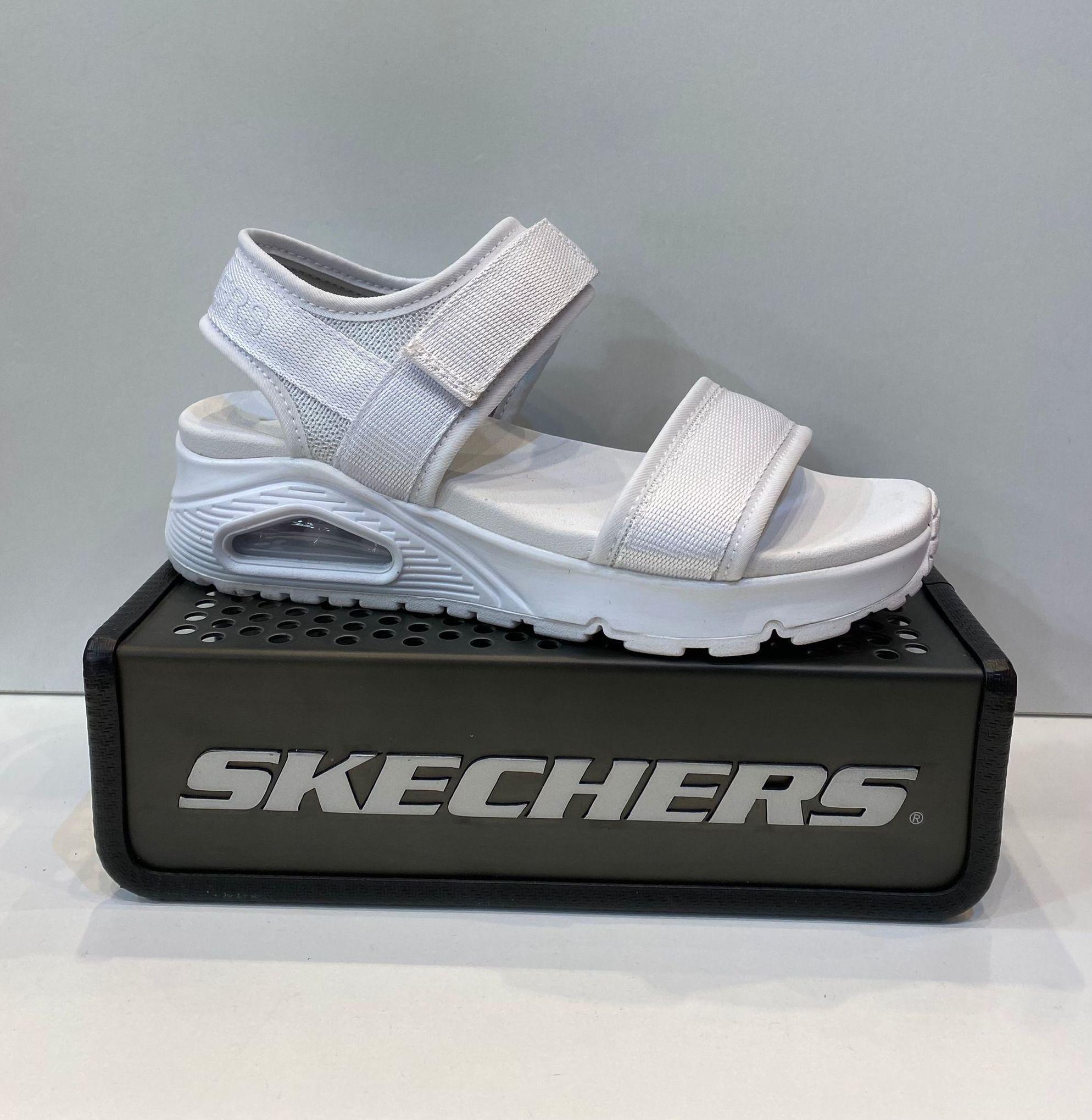 Sandàlia de dona, de la marca Skechers, ample especial, plantilla Yoga Foam, sola de poliouretà amb càmera d'aire 54.95€ www.calzadosllinas.es