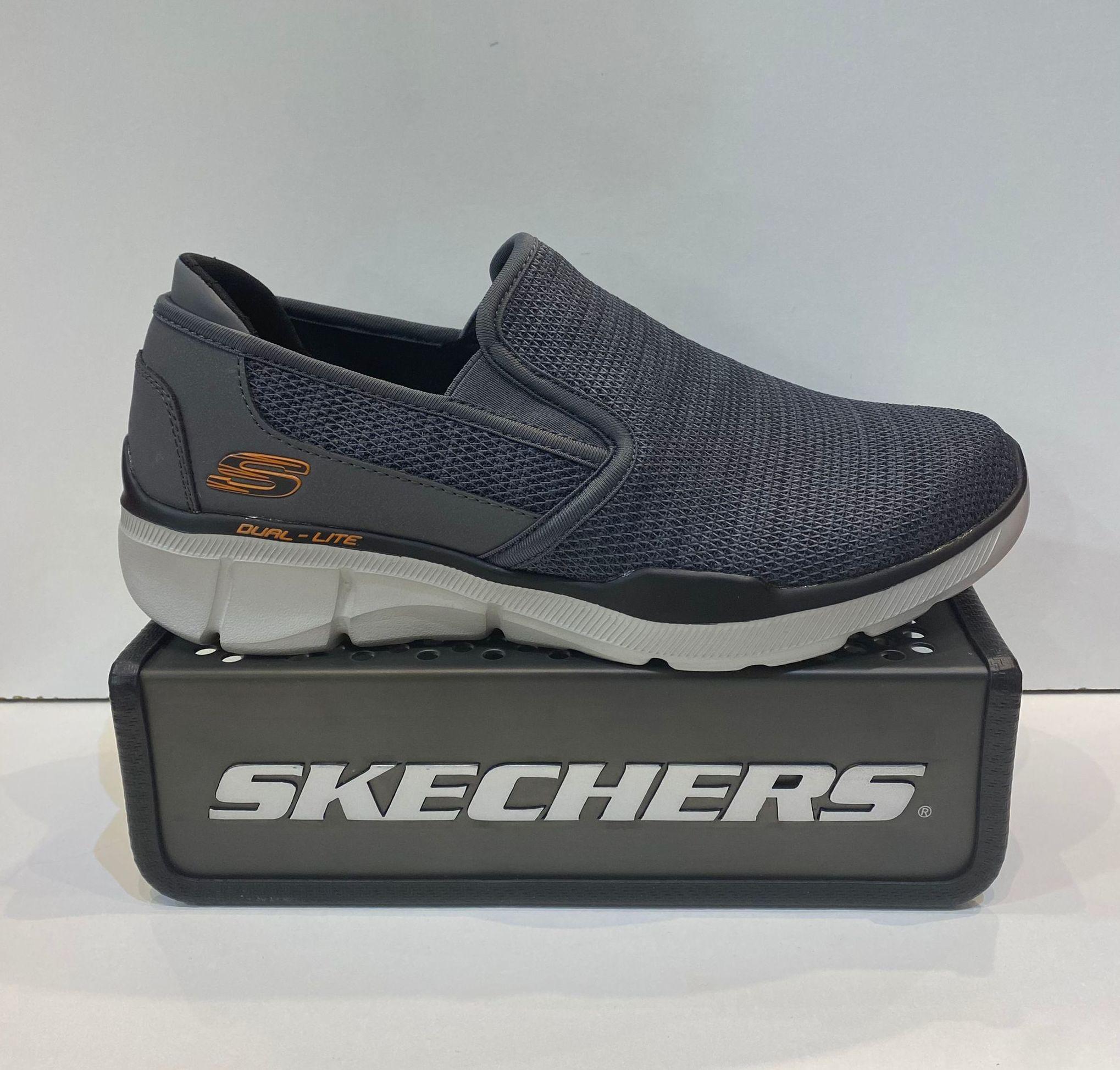 Sabata esportiva d'home, de la marca Skechers Relaxed Fit, amb plantilla Air Cooled memory foam, sola Dual-lite 59.95€