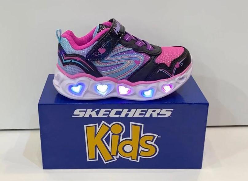 Sabata esportiva de nena, de la marca Skechers, sola de resalite, puntera reforçada, llums intermitents que funcionen amb dinamo 54.95€