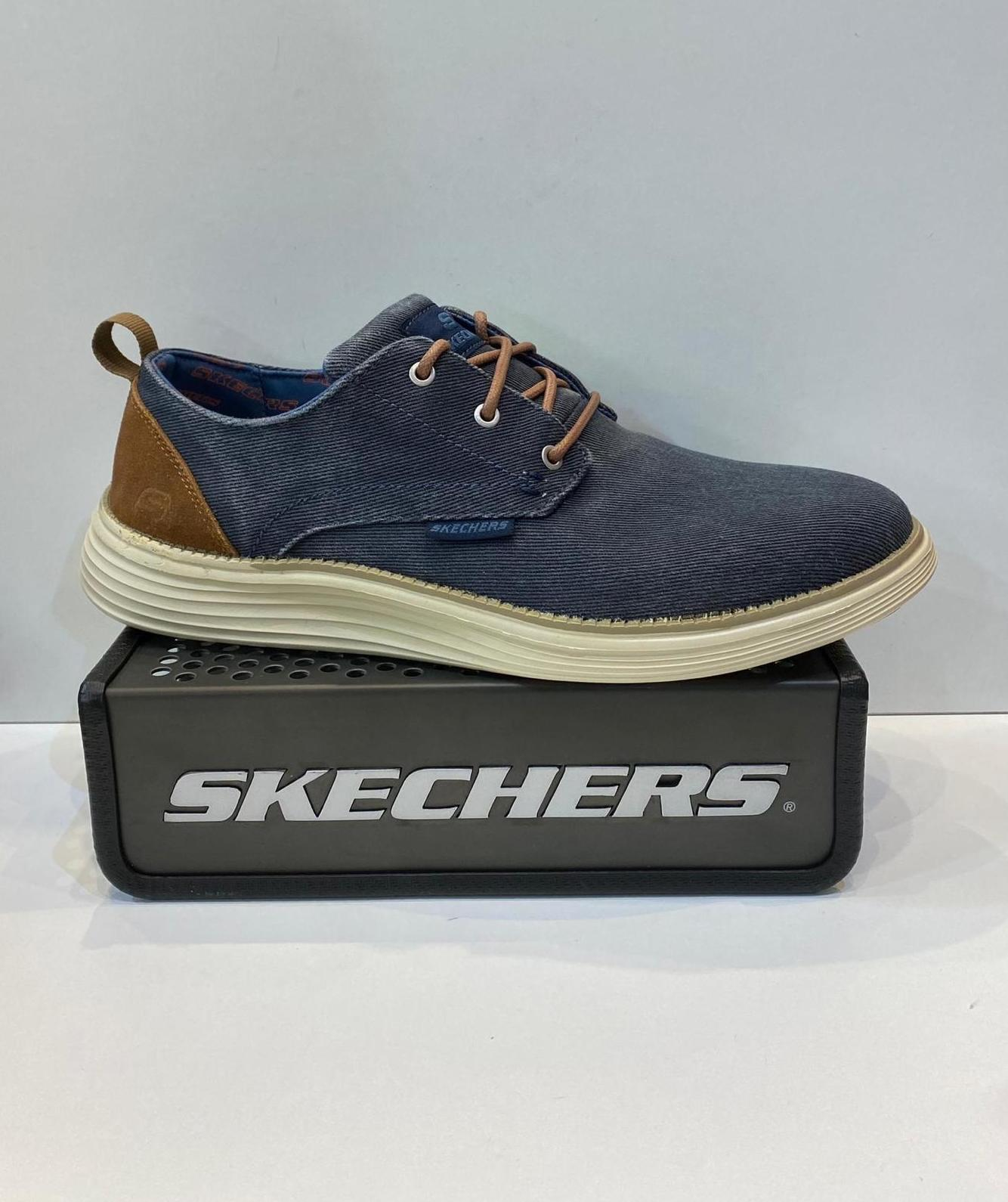Blucher d'home, de la marca Skechers, plantilla Classic Fit    Air-Cooled ¡Memory Foam, sola de resalite 69.95€