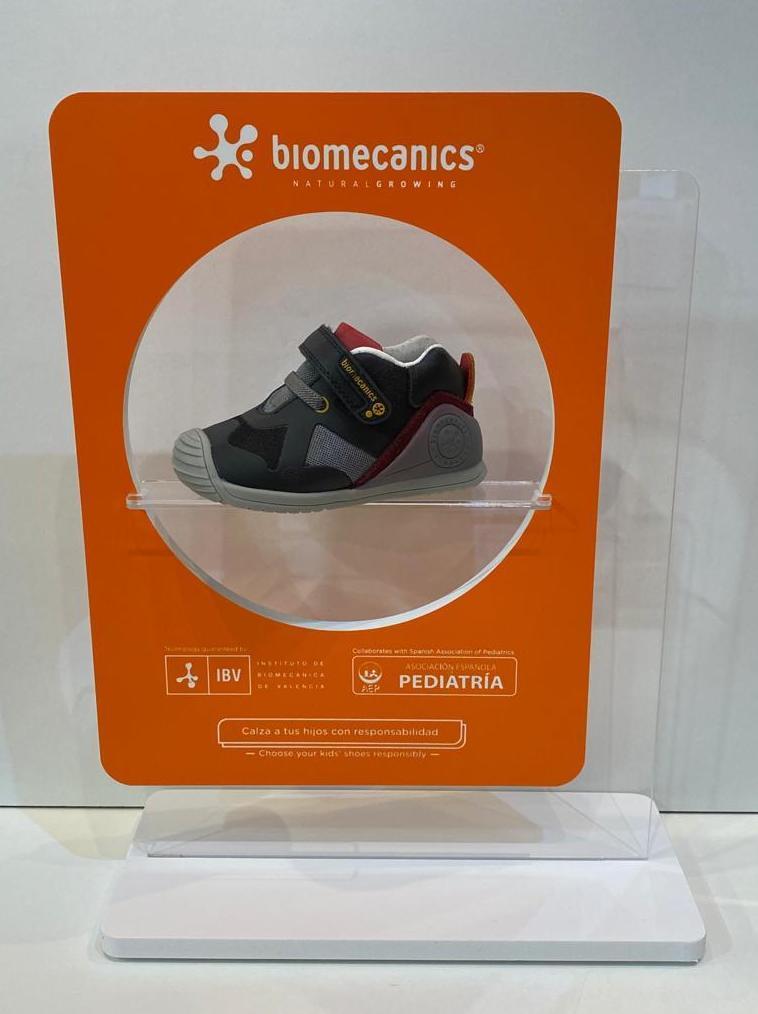 Botí de nen, de la marca Biomecanics, gamma biogateo, numeració petita fins al 24, puntera reforçada amb goma 44.90€