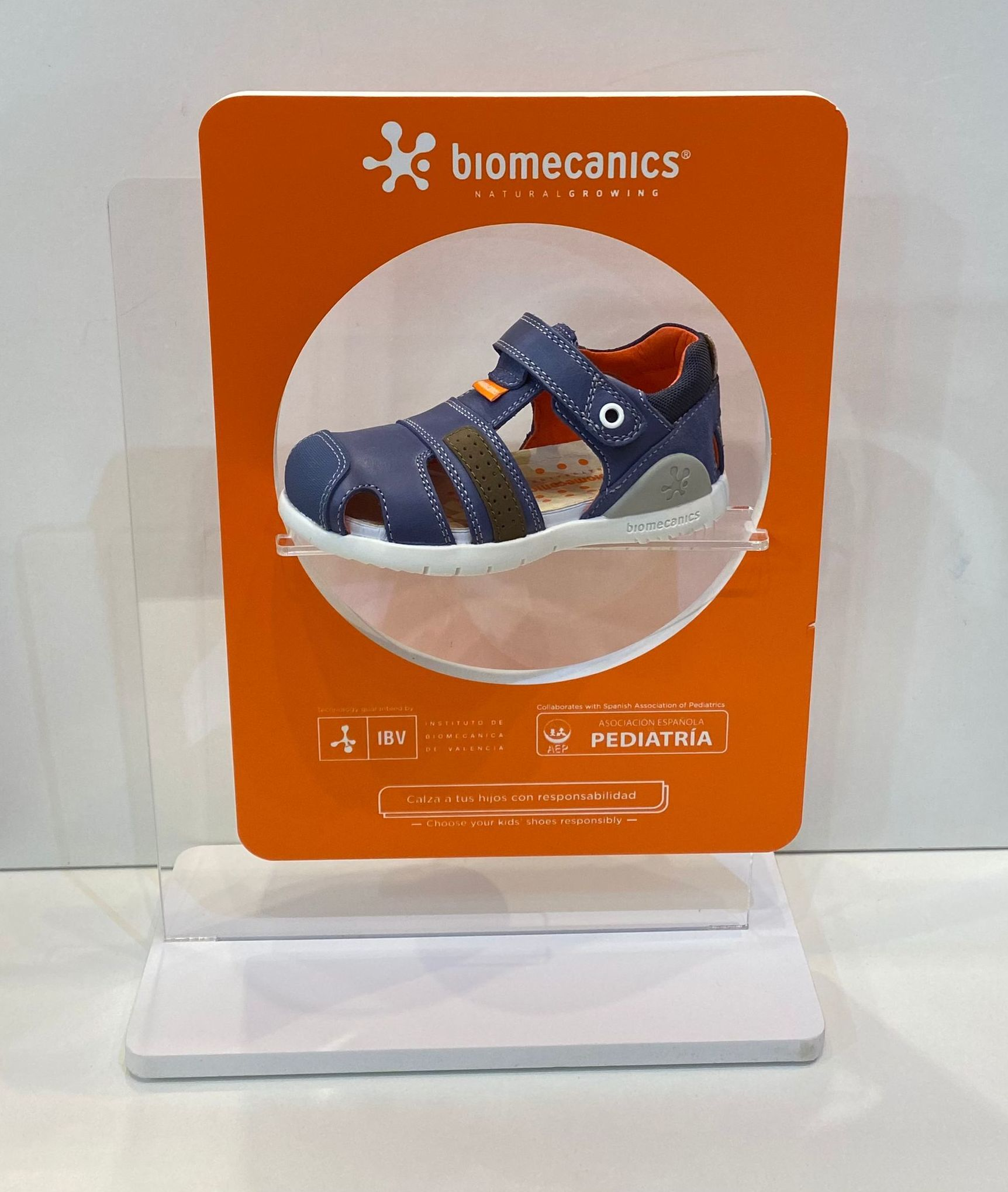 Sandàlia de nen, de la marca Biomecanics, de pell, amb estabilitzador 53.90€