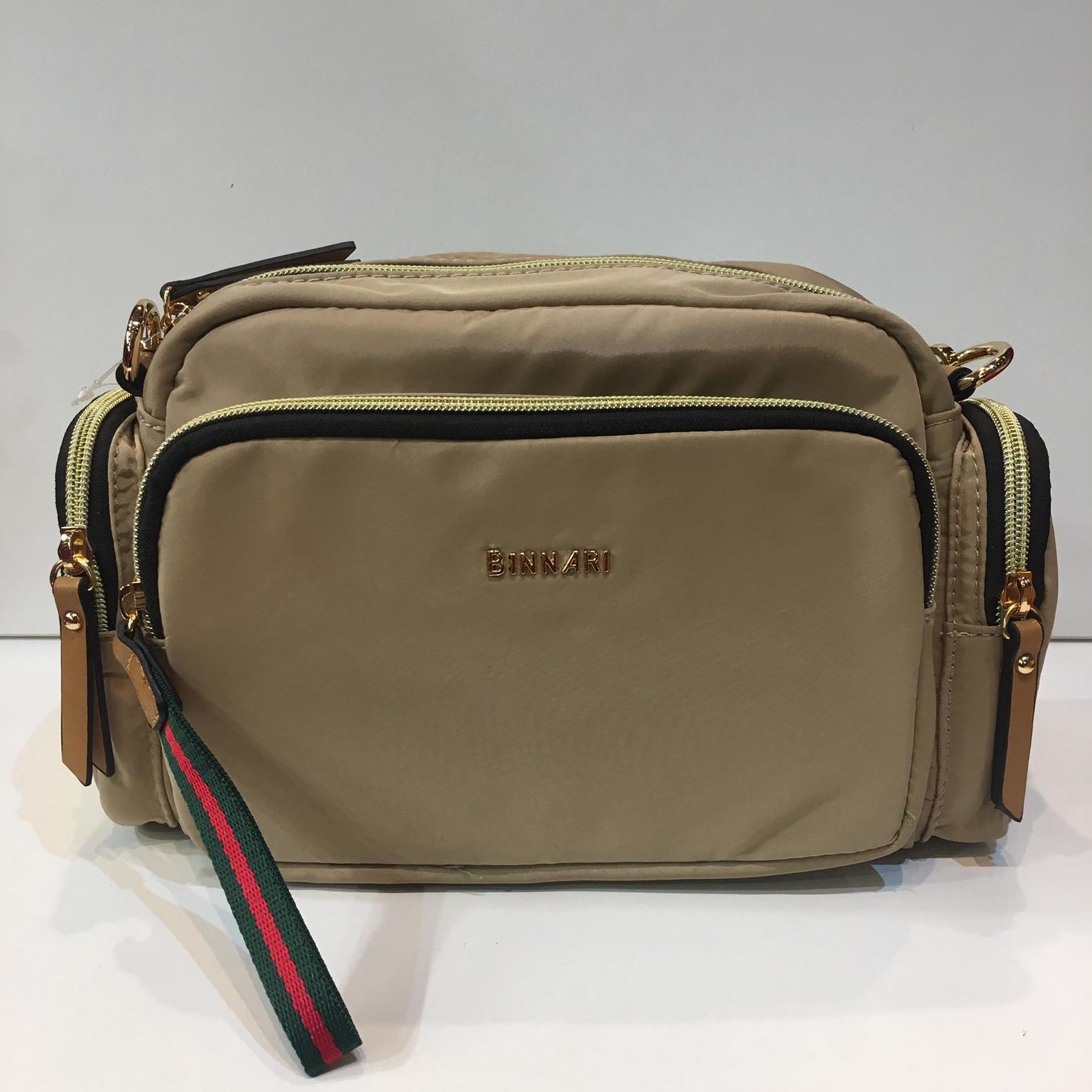 Bossa de la marca Binnari,, amb moltes butxaques organitzadores, mida petita/mitjana, amb tira llarga adaptable a totes les mides 36.50€