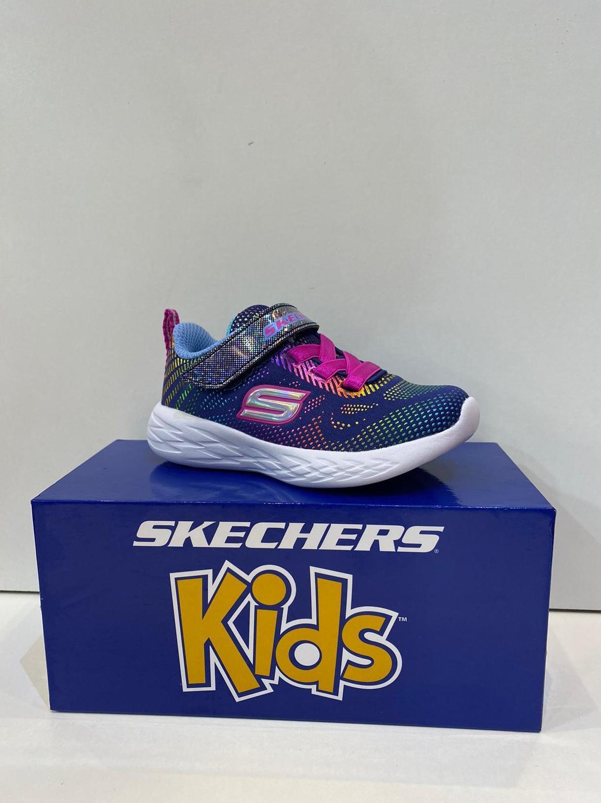 Sabata esportiva de nena, de la marca Skechers amb sola de resalite 39.95€