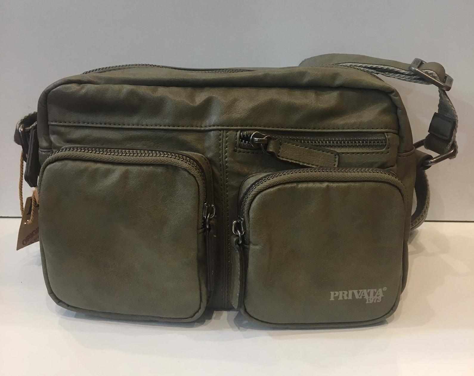 Bossa de la marca Privata amb tira regulable a totes les mides 55€ — a La Bisbal.