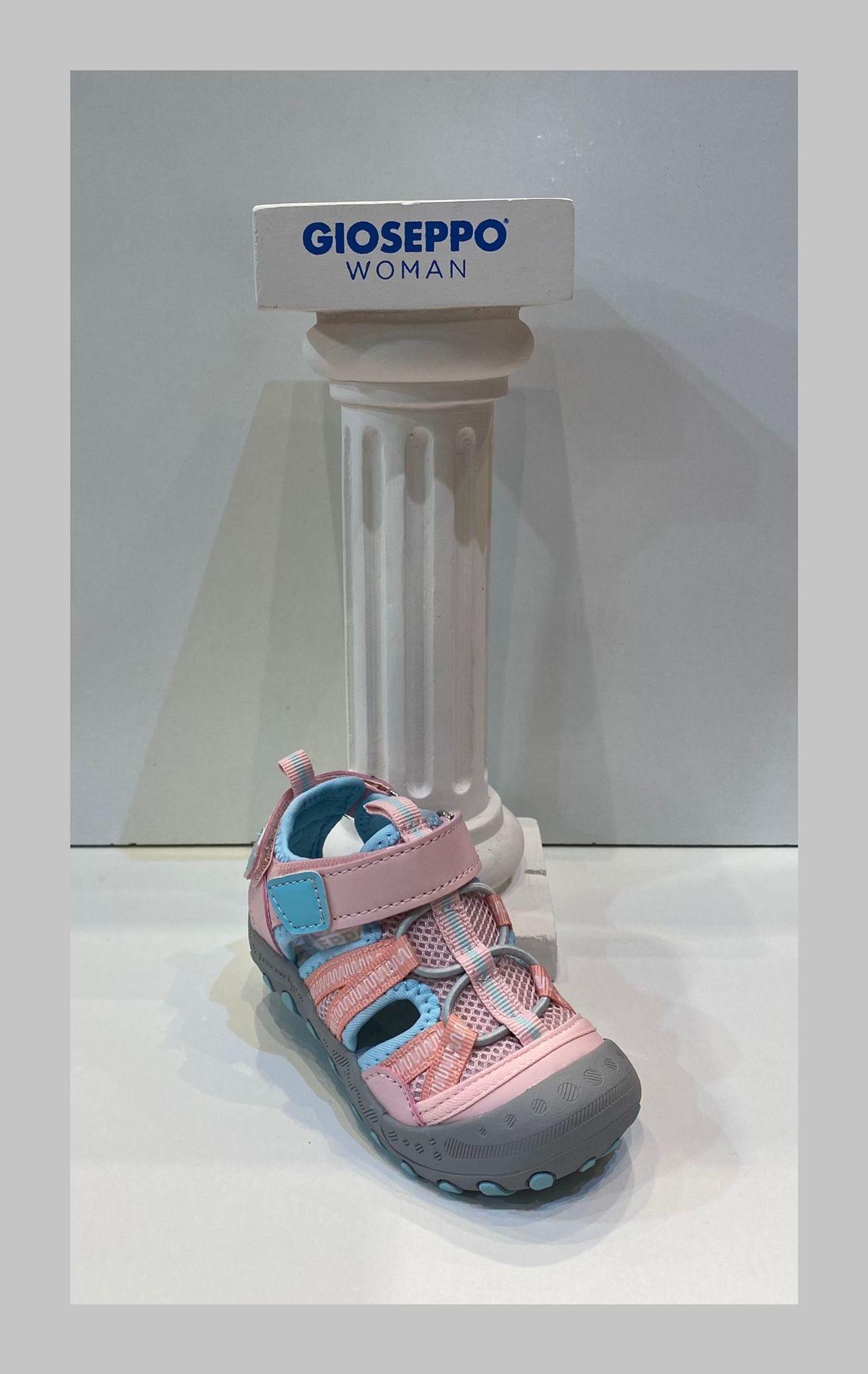 Sandàlia de nena, de la marca Gioseppo, especial per a caminar i mullar 29.95€