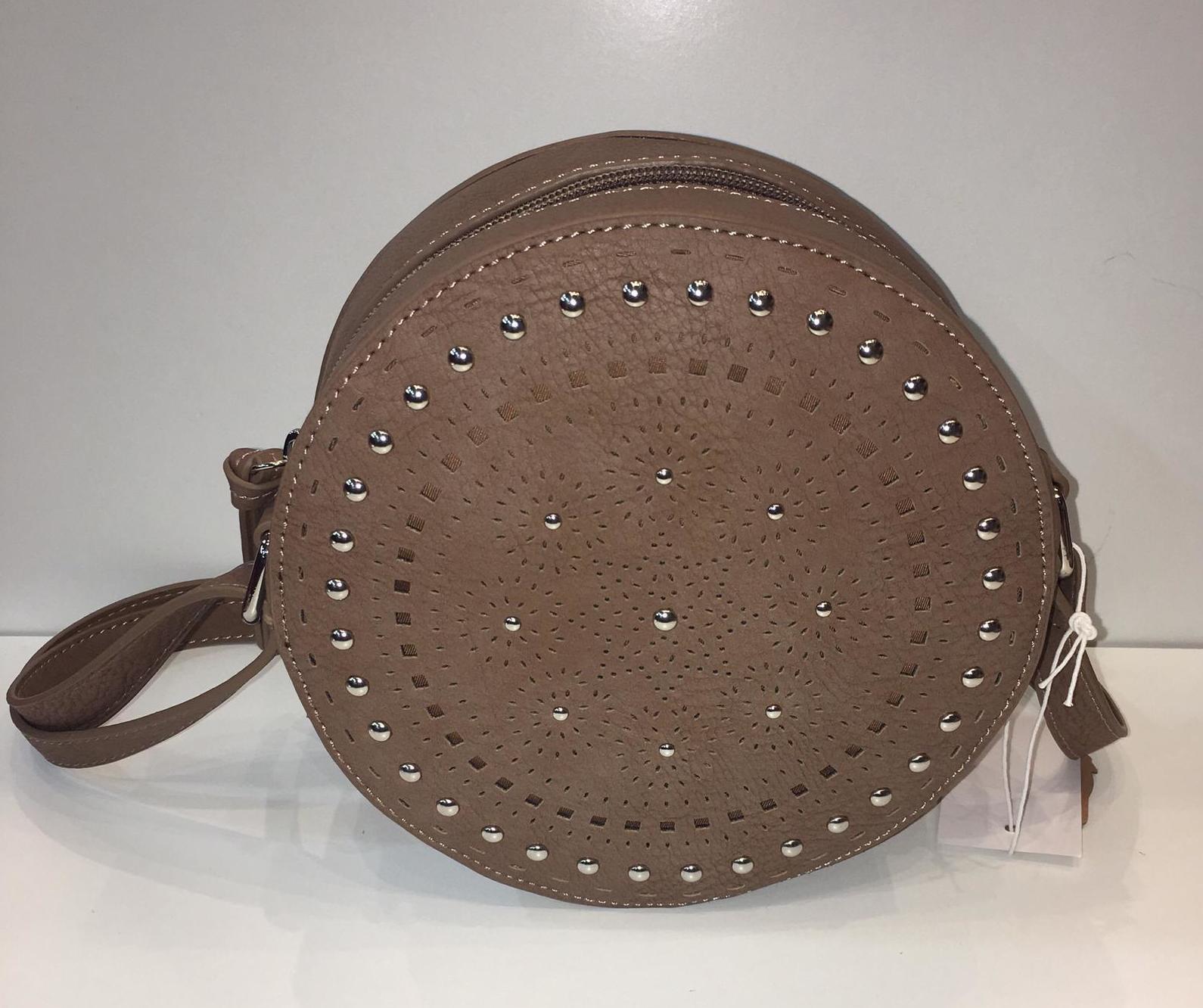 pequeño bolso con forma redonda