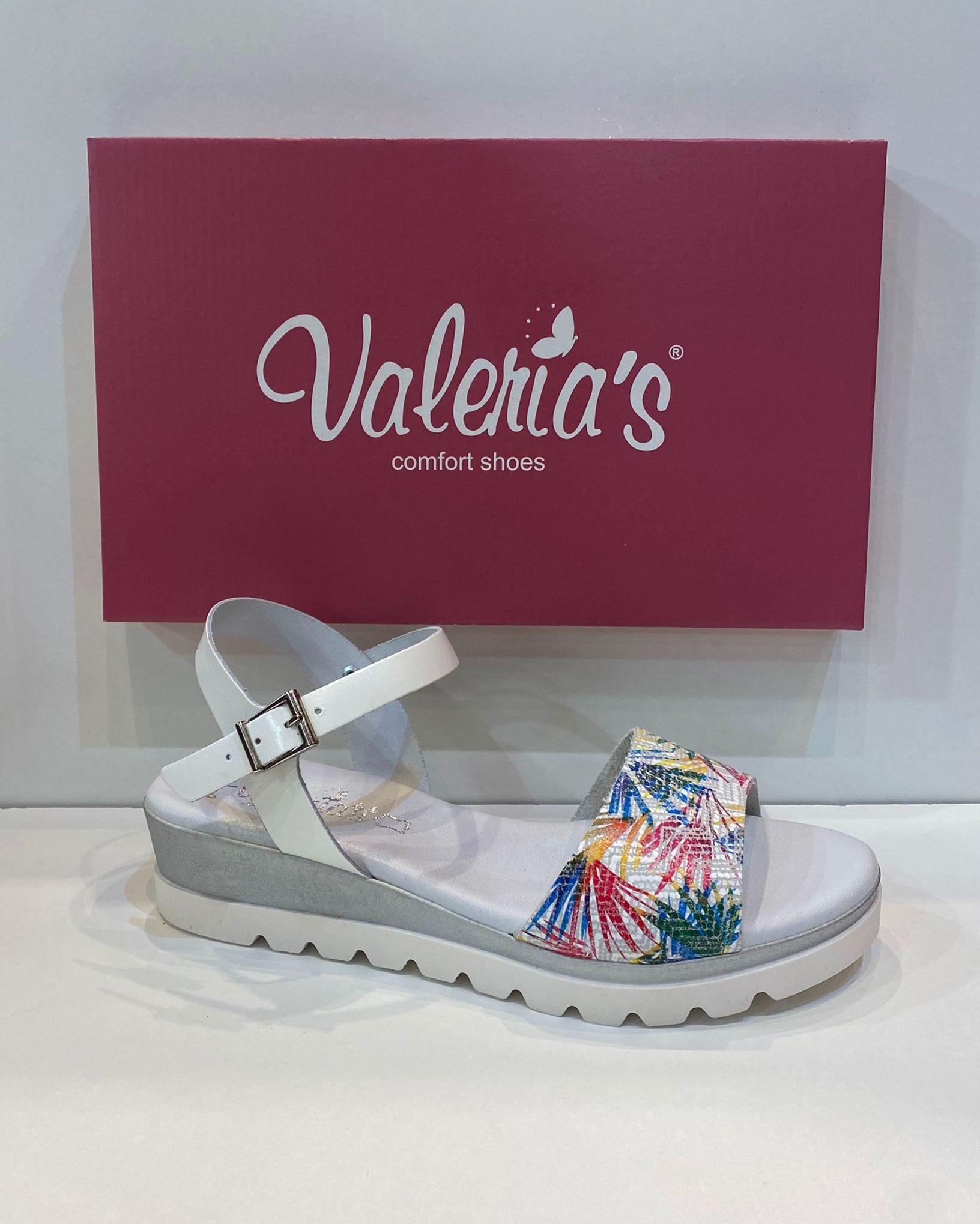Sandàlia de dona, de la marca Valeria's, ample especial, plantilla de viscoelàstica, sola de goma antilliscant Flexy confort 44.90€ www.calzadosllinas.es