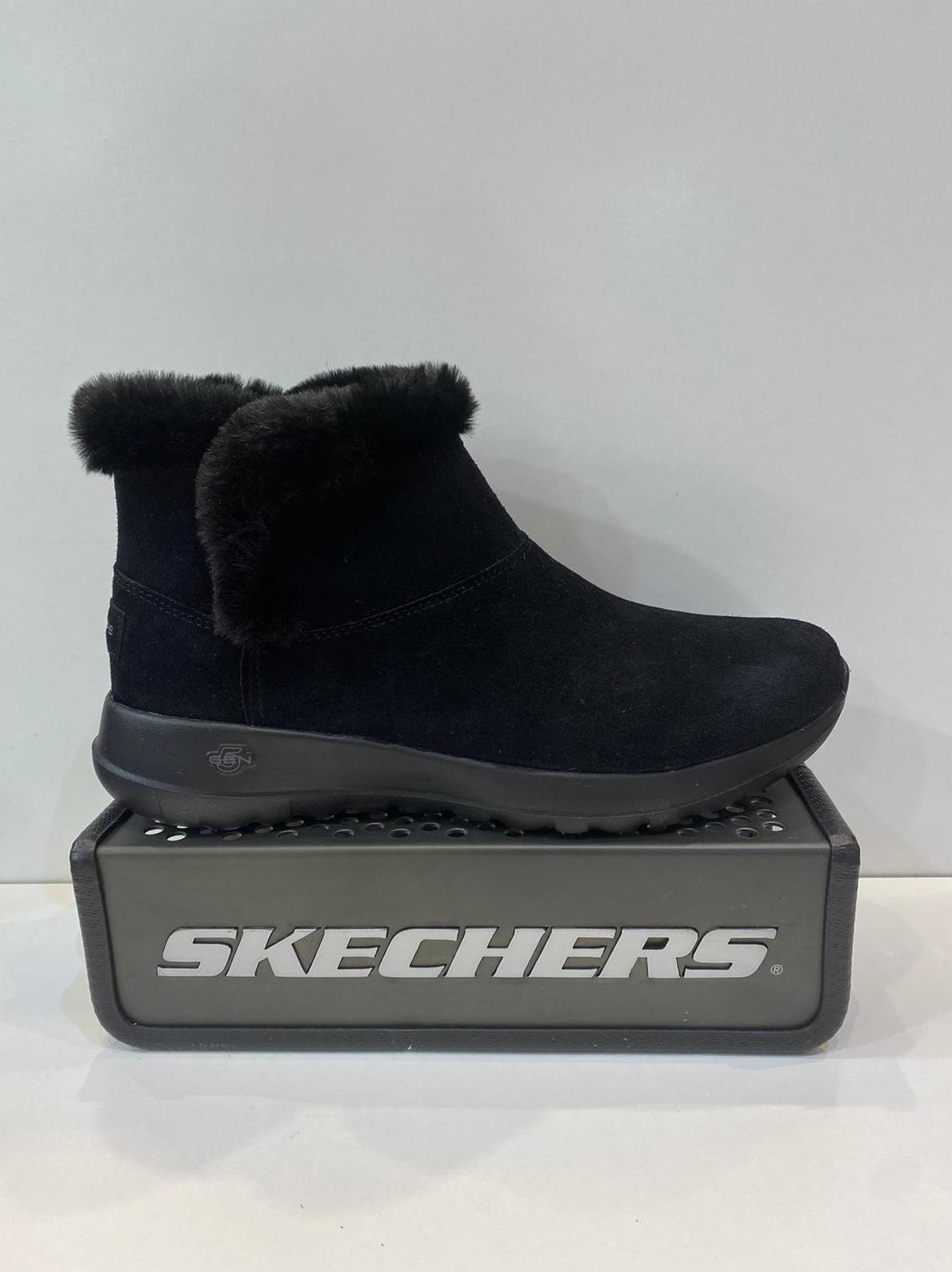 Botí de dona, de la marca Skechers, ample especial, plantilla memory foam, afelpades, sola de resalite 74.95€