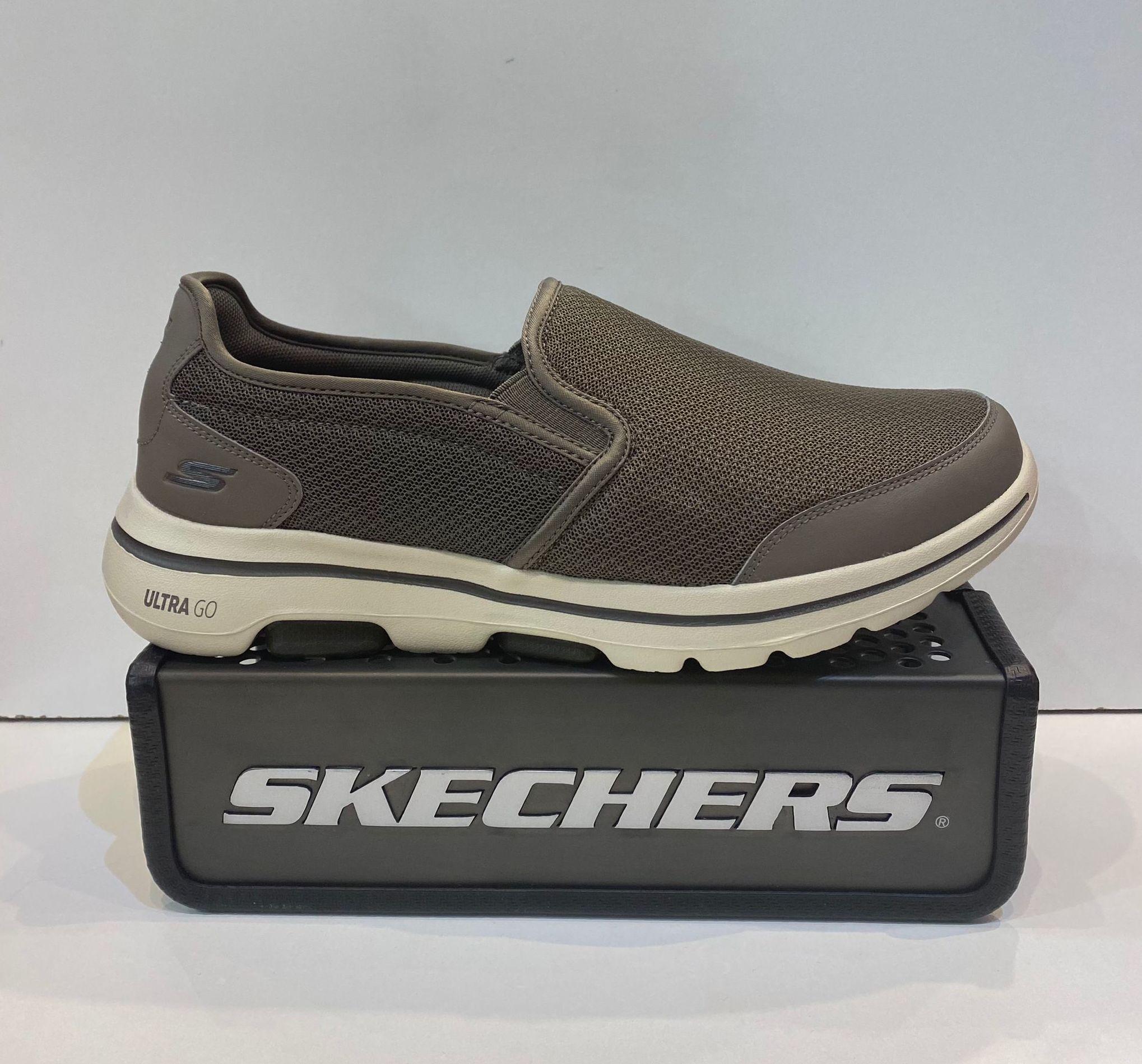Sabata esportiva d'home, de la marca Skechers Go Walk 5, amb sola de resalite ultra go, plantilla Air Cooled Goga Mat 69.95€