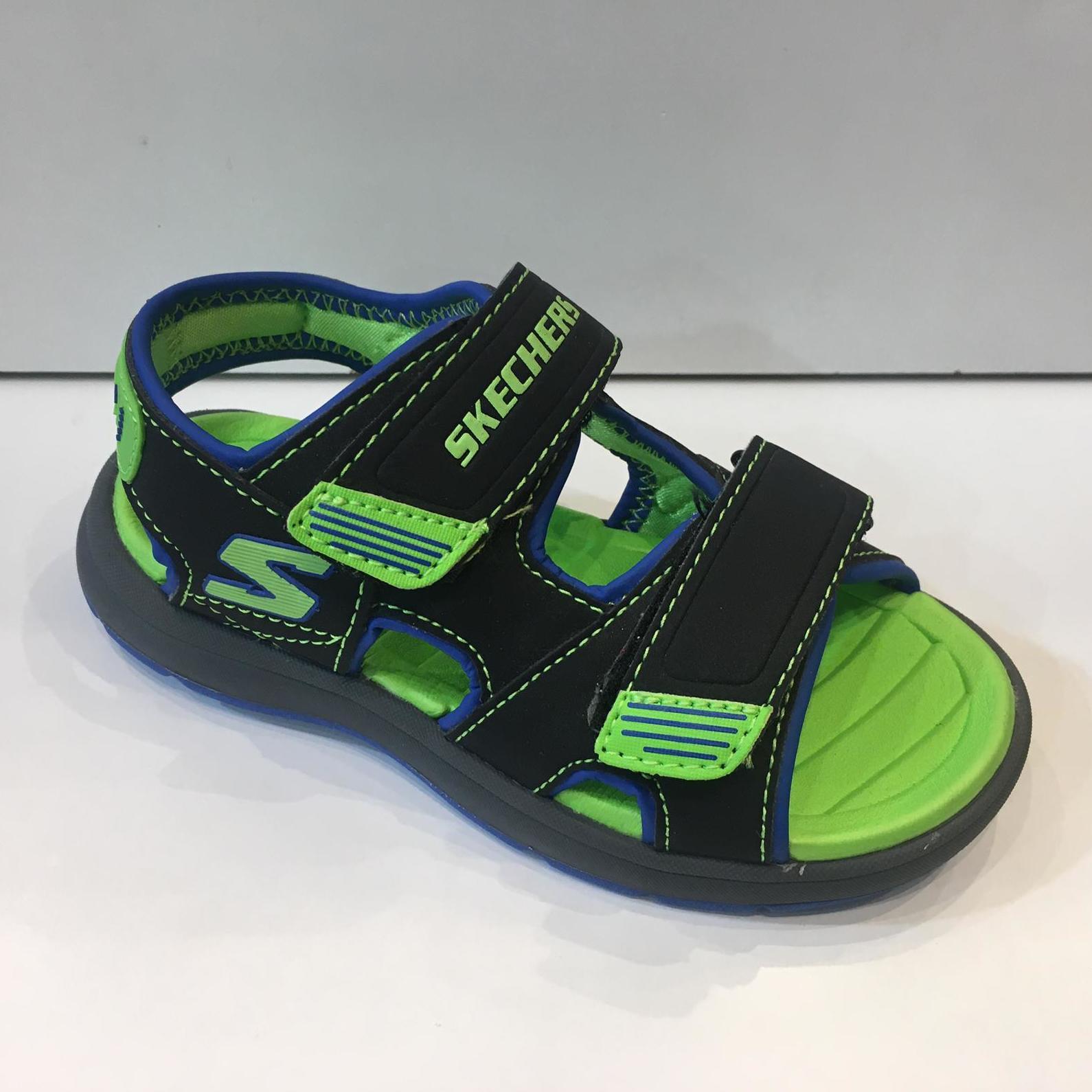 Californiana de la marca Skechers, amb plantilla de memory foam impermeable, es poden mullar perfectament, ideals per al casalet i per a fer jocs d'aigua i caminar còmode 34.95€