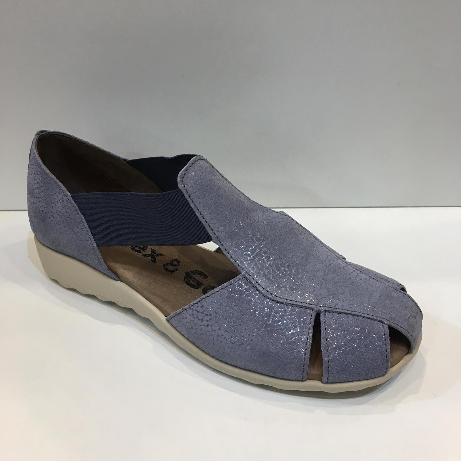 Sandàlia tapada de dona, de la marca Flex&Go, de nobuck, ample especial, plantilla de làtex folrada amb pell i sola de làtex, ideals per a peus delicats 56.50€