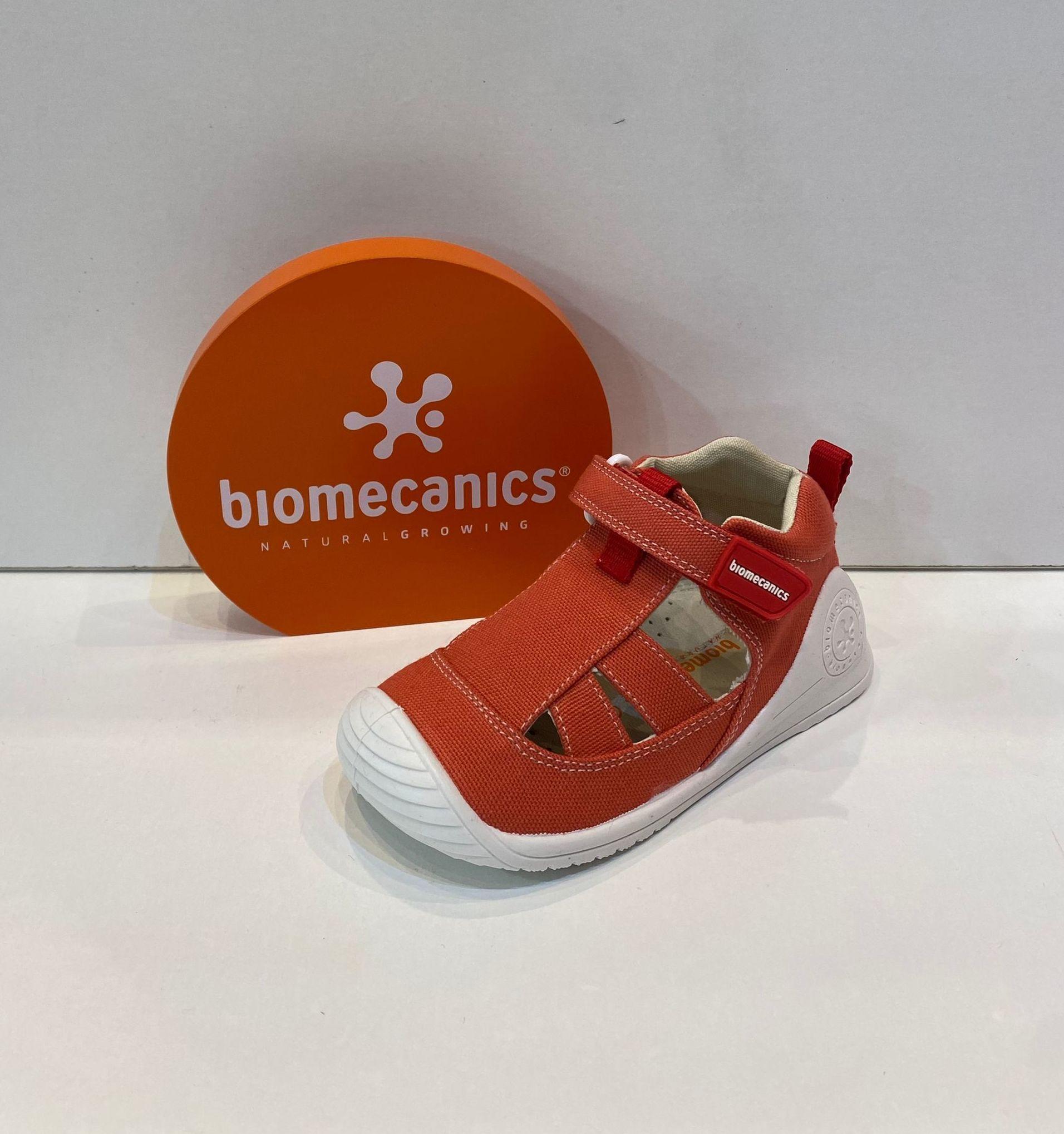 Sandàlia de nen, de la marca Biomecanics, plantilla extraible, sola especial per a gatejar i caminar, amb estabilitzador per a màxima seguretat 34.90€