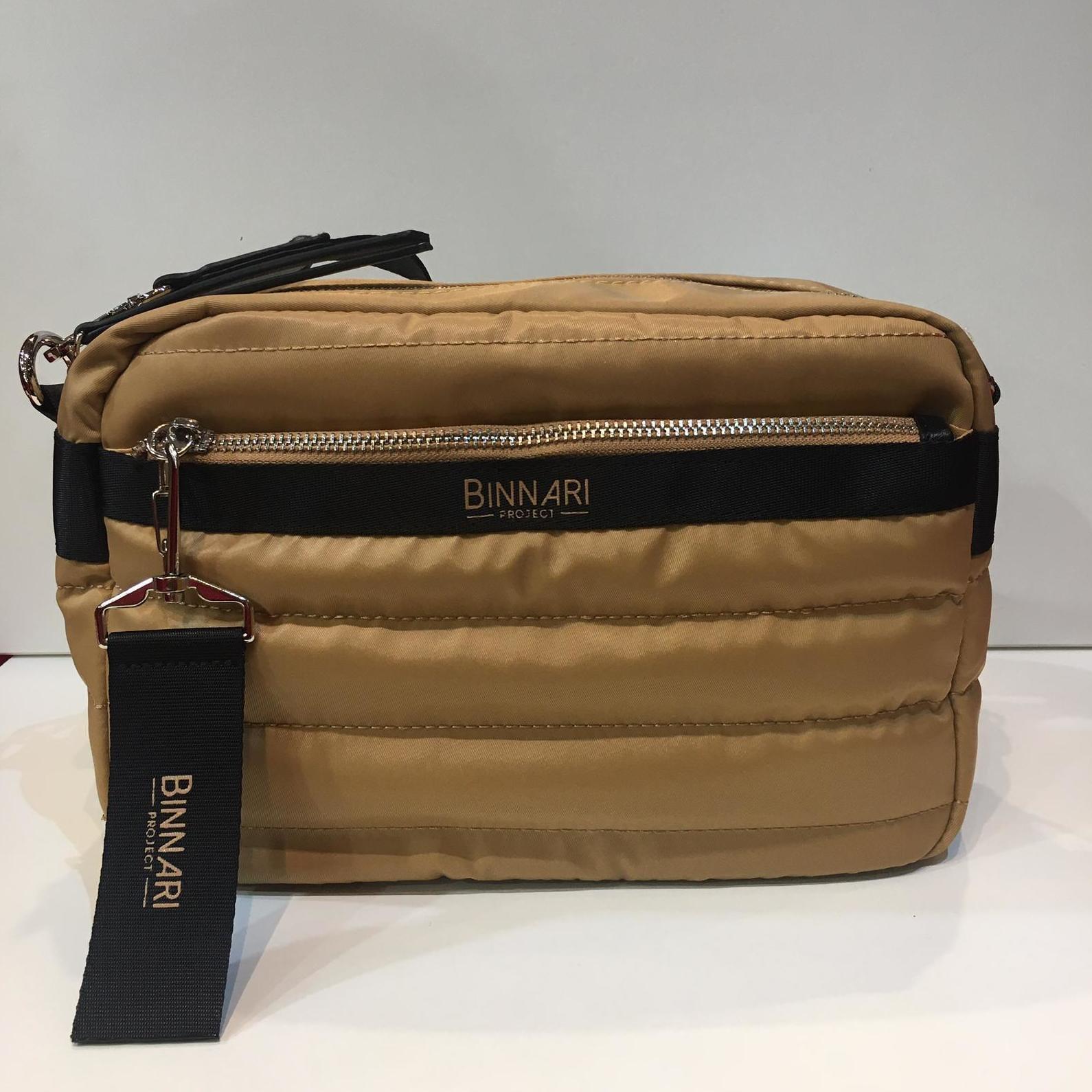 Bossa de la marca Binnari, de mida mitjana, amb tira llarga per creuar, i molts compartiments 39.50€