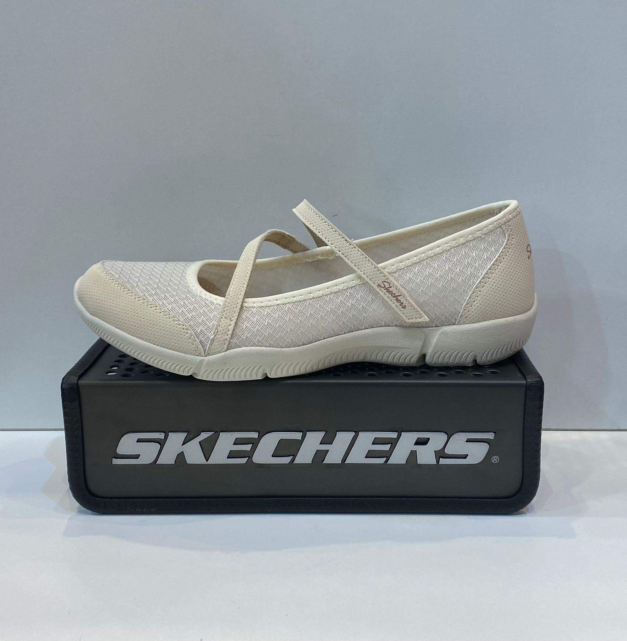 Merceditas de dona, de la marca Skechers, ample especial, plantilla extraible Air-Cooled Memory Foam, adaptable a plantilles ortopèdiques, sola de goma antilliscant 59.95€