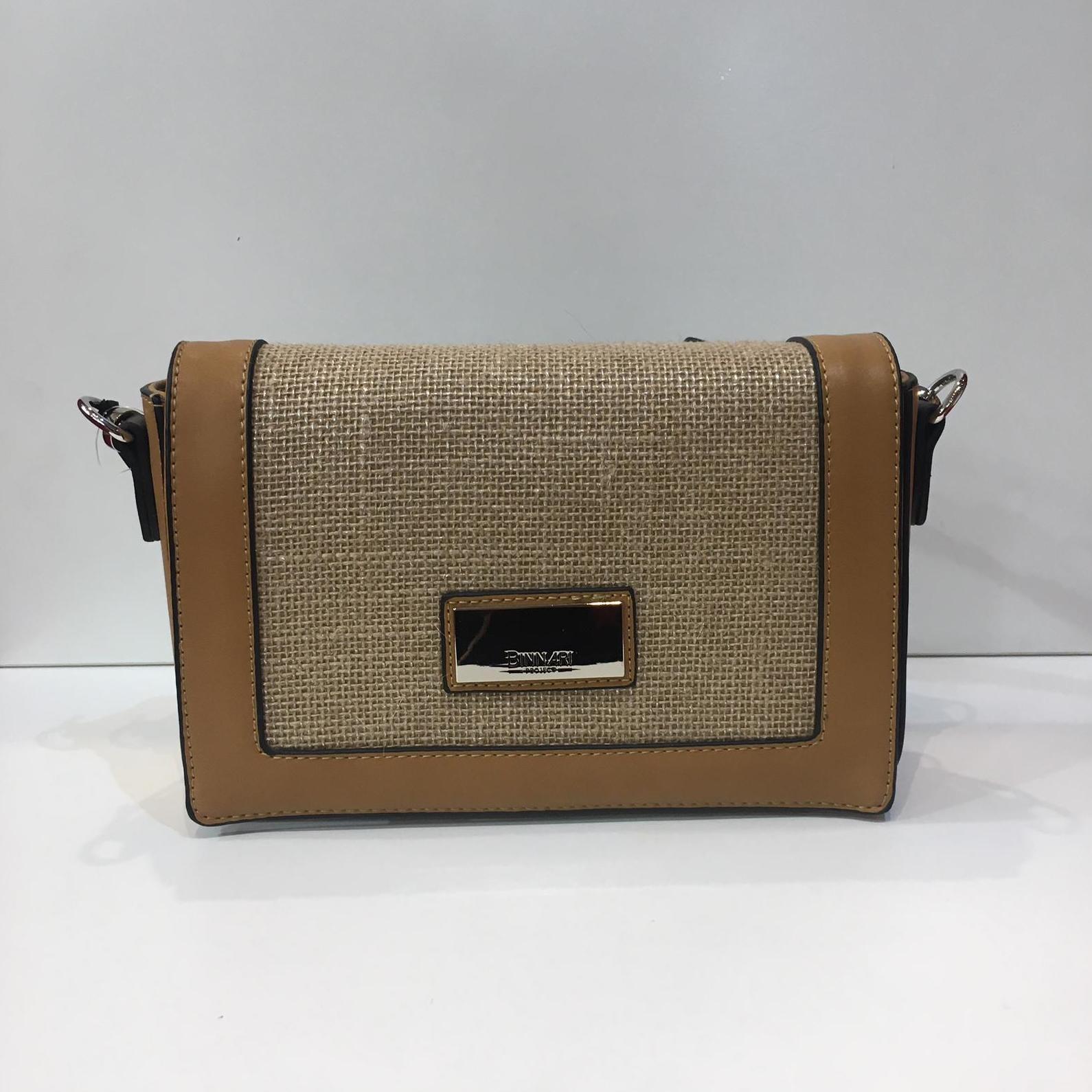 Bossa de la marca Binnari, de mida petita, amb tapa, amb tira llarga adaptable a totes les mides 37.50€