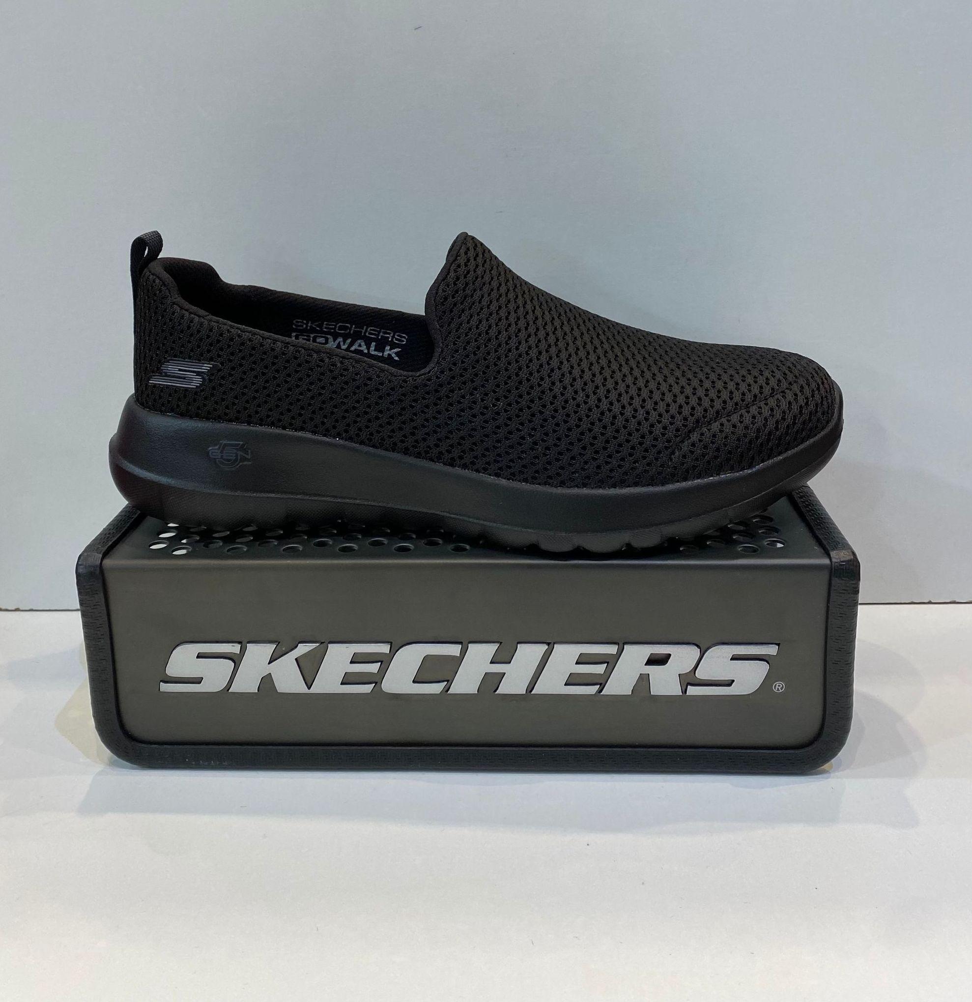 Sabata esportiva de dona, de la marca Skechers Go Walk, ample especial, plantilla extraible Goga Max, adaptable a plantilles ortopèdiques, sola de resalite 5 Gen 59.95€ www.calzadosllinas.es