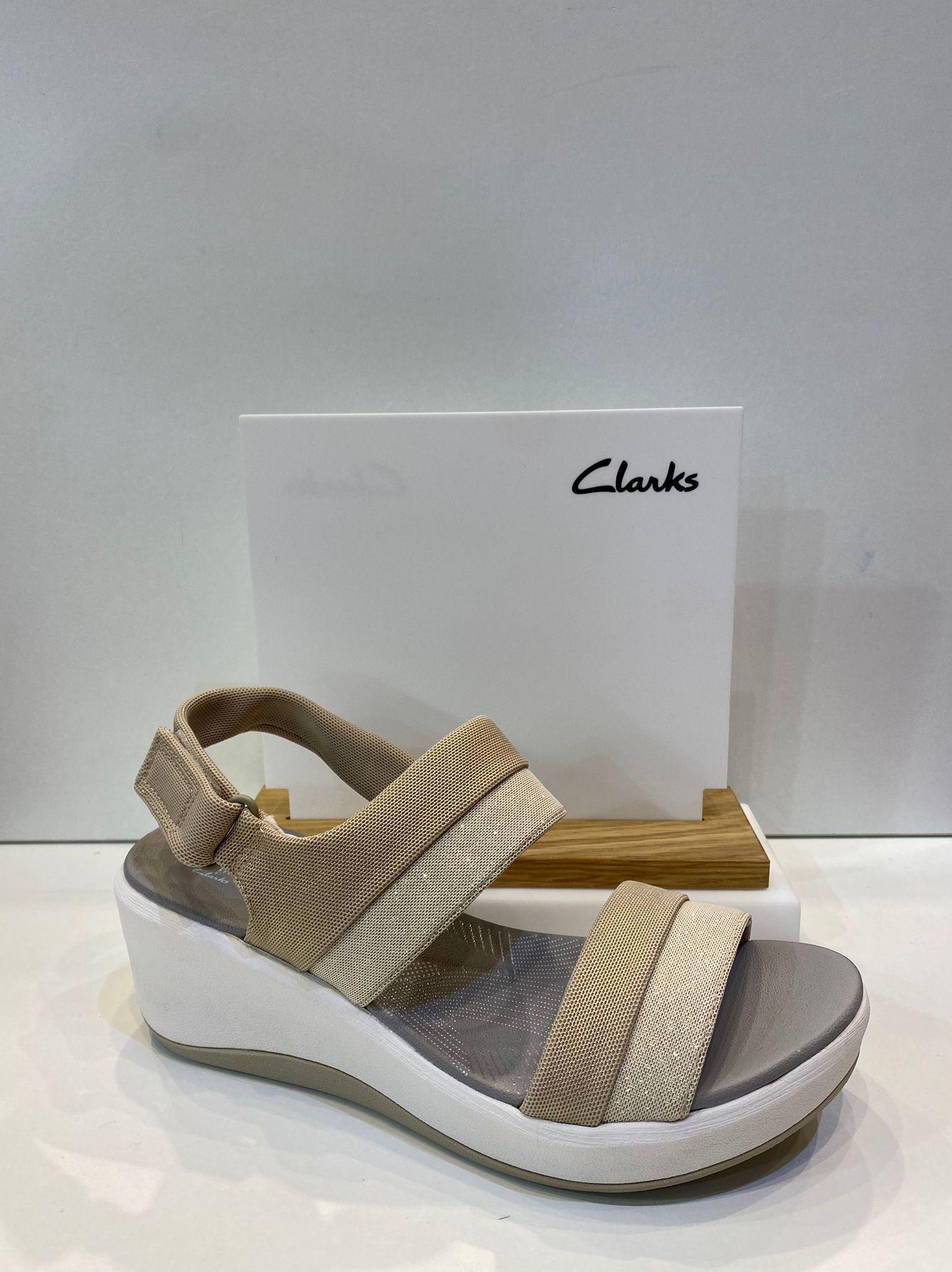 Sandàlia de dona de la marca Clarks, ample especial, pantilla de viscoelàstica i sola de politilè apte per a caminar i mullar 69.95€