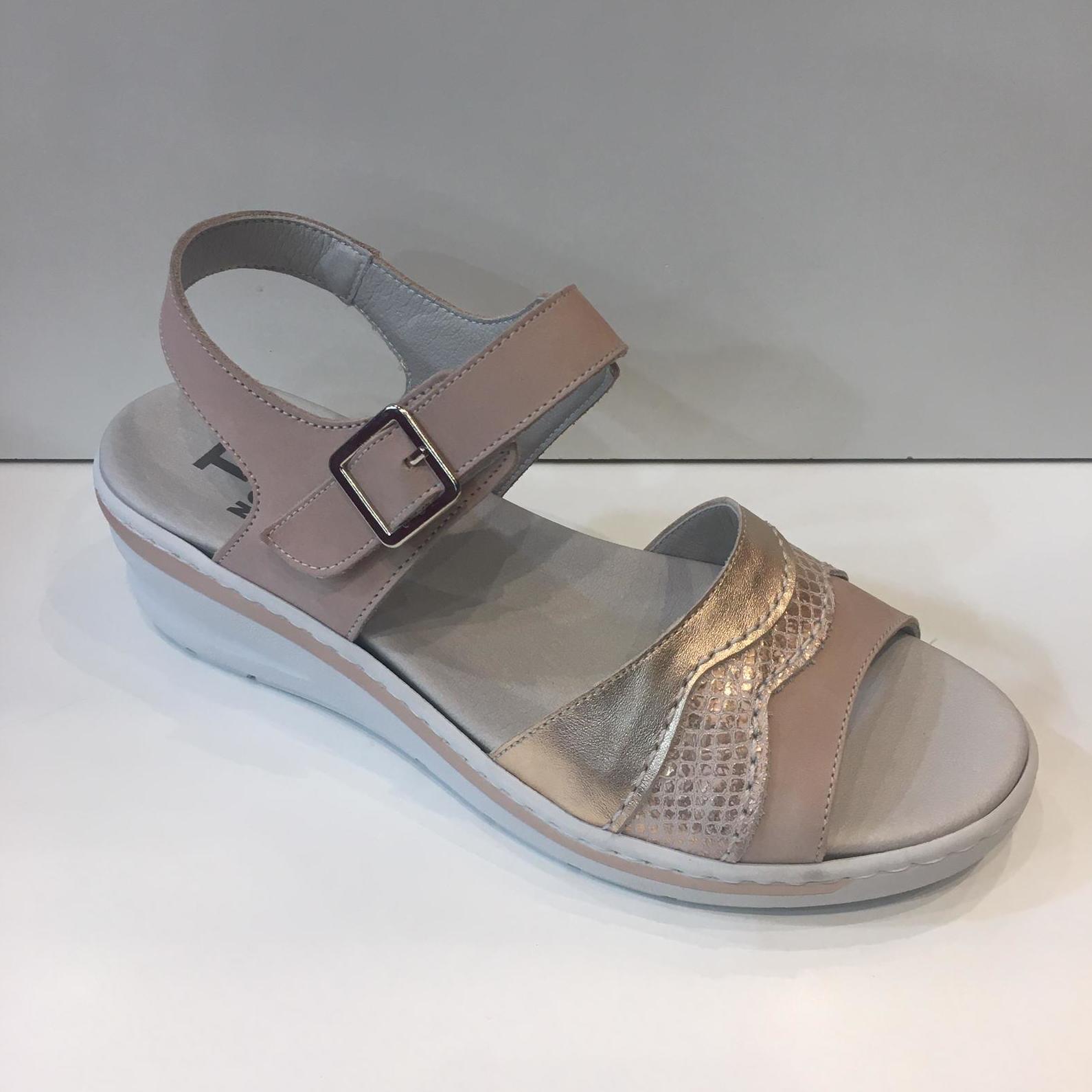 Sandàlia de dona, de la marca Notton, adaptable a plantilles A-13, ample especial, amb 3,5 cm de desnivell 73.50€