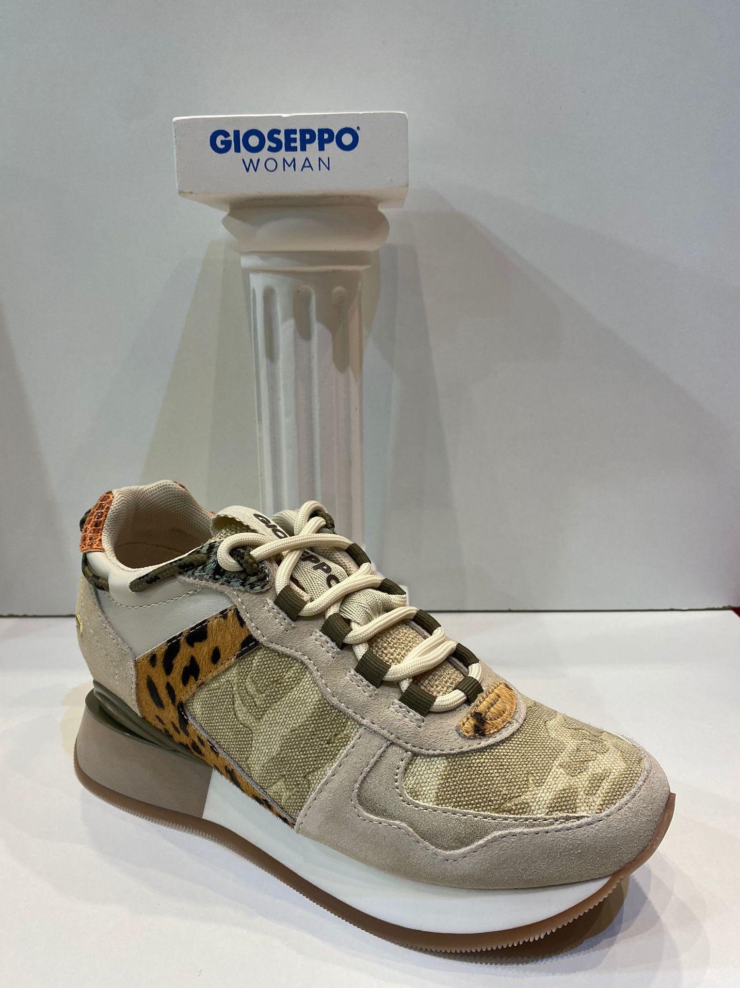 Sabata esportiva de dona, de la marca Gioseppo, amb tres centímetres de cunya interior, ample especial, adaptable a plantilles ortopèdiques 69.95€