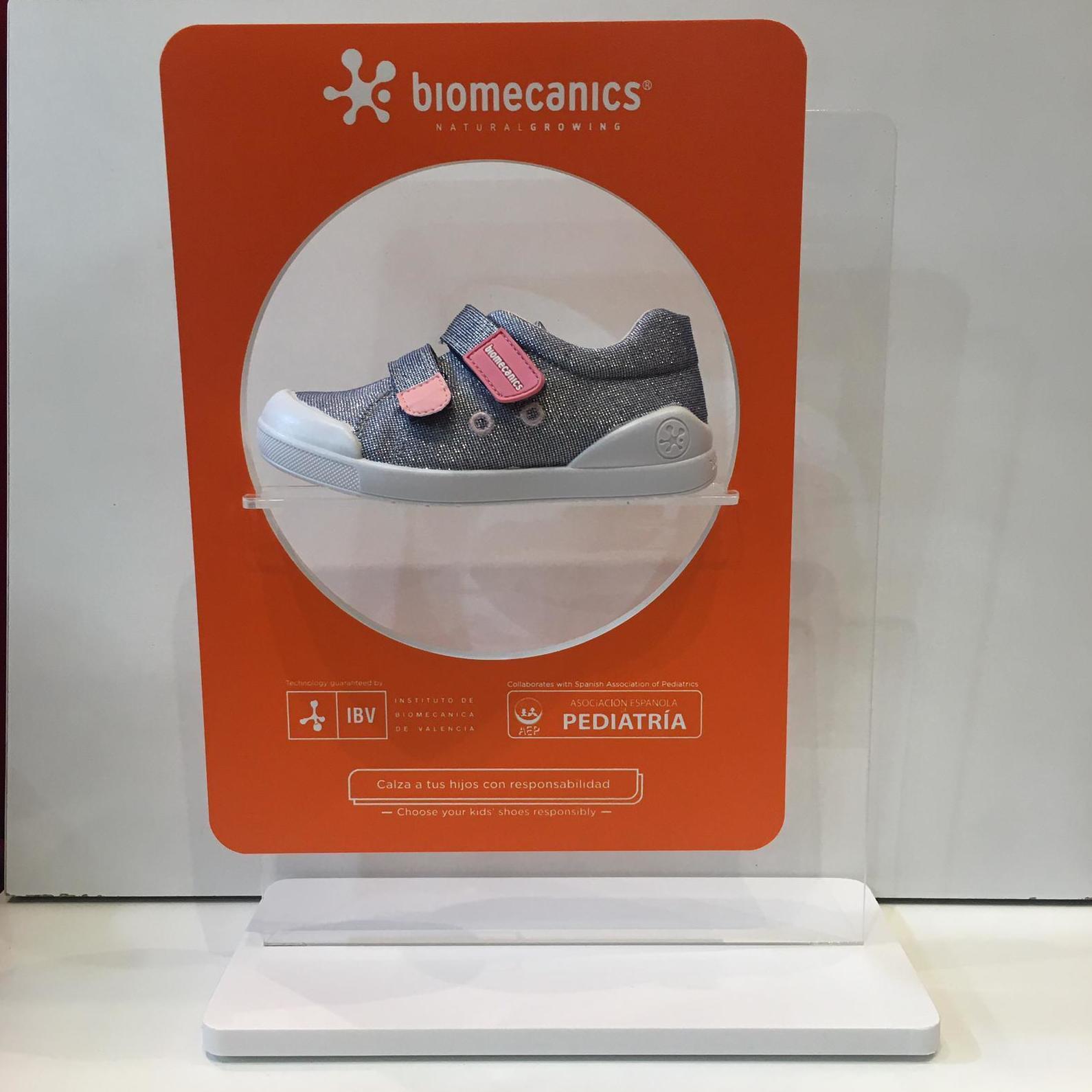 Blucher de mainada, de la marca Biomecanics, de roba, amb contrafort per a no regirar.se els turmells 37.90€